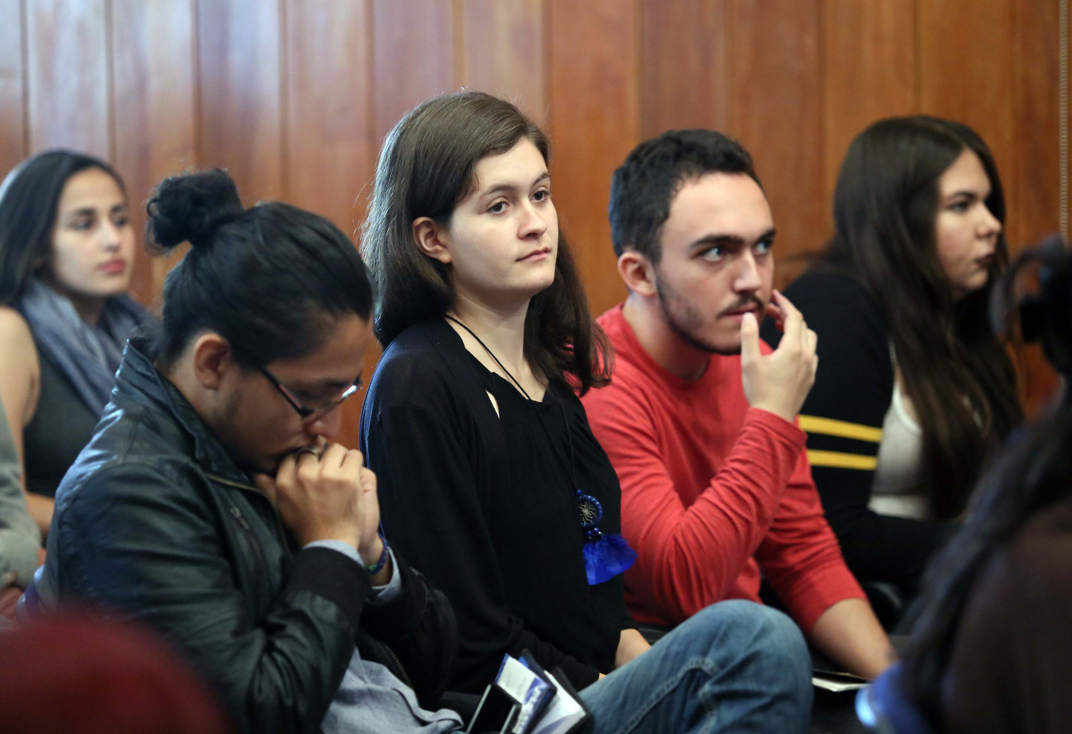 Público asistente a la conferencia, en el Instituto de Neurociencias de la (UdeG)
