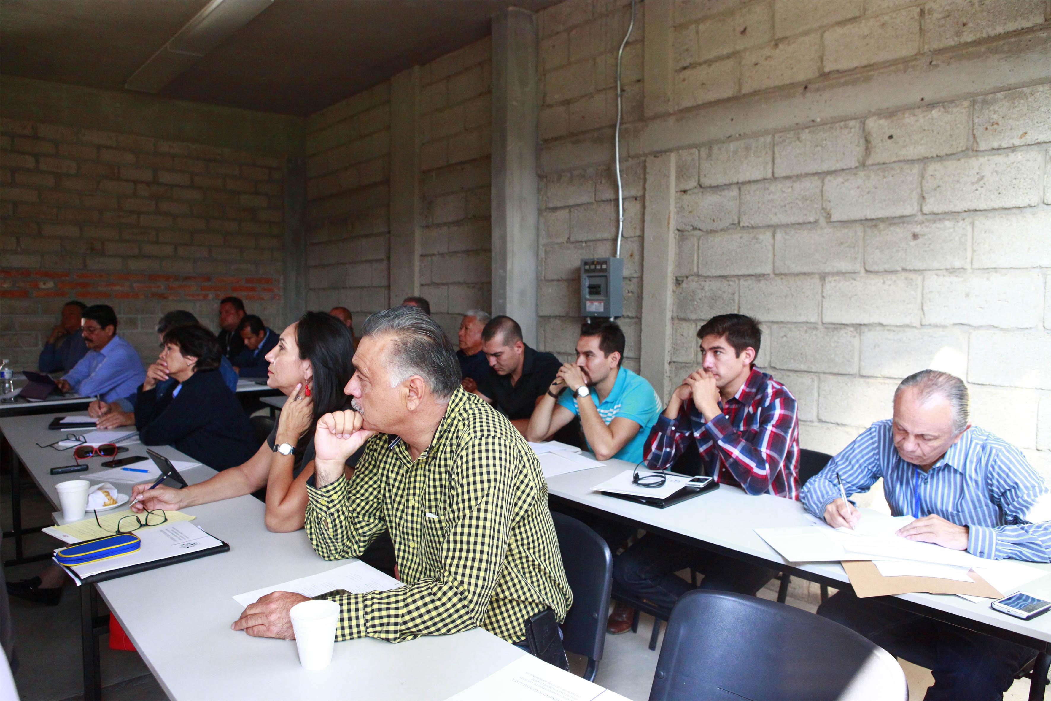 Alumnos en la inauguración del Centro de Trabajos de extensión rural de CUCBA