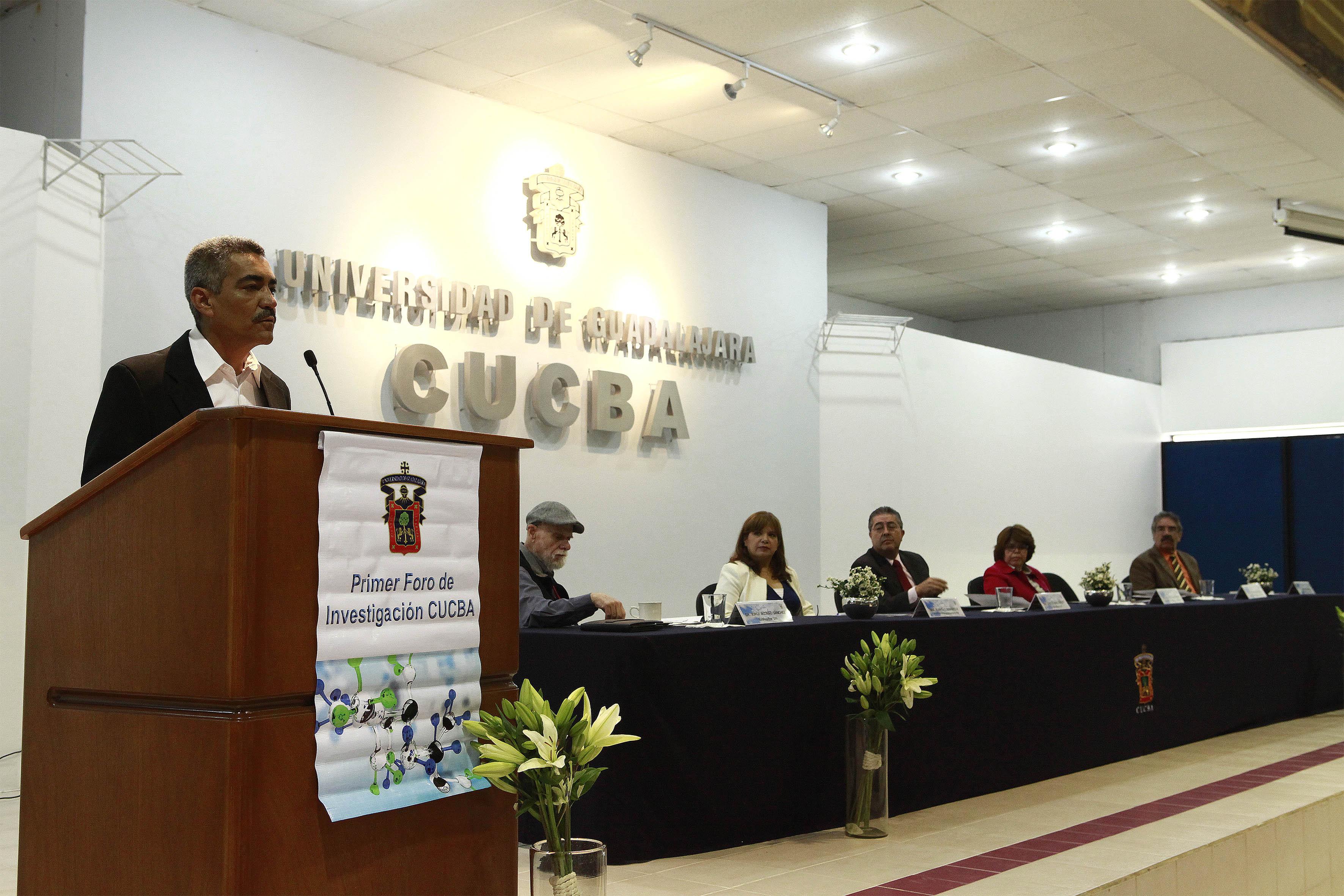 Secretario académico del CUCBA, doctor Ramón Rodríguez Macías participando en el secretario académico del CUCBA, doctor Ramón Rodríguez Macías participando en el acto inaugural del primer foro de investigación CUCBA