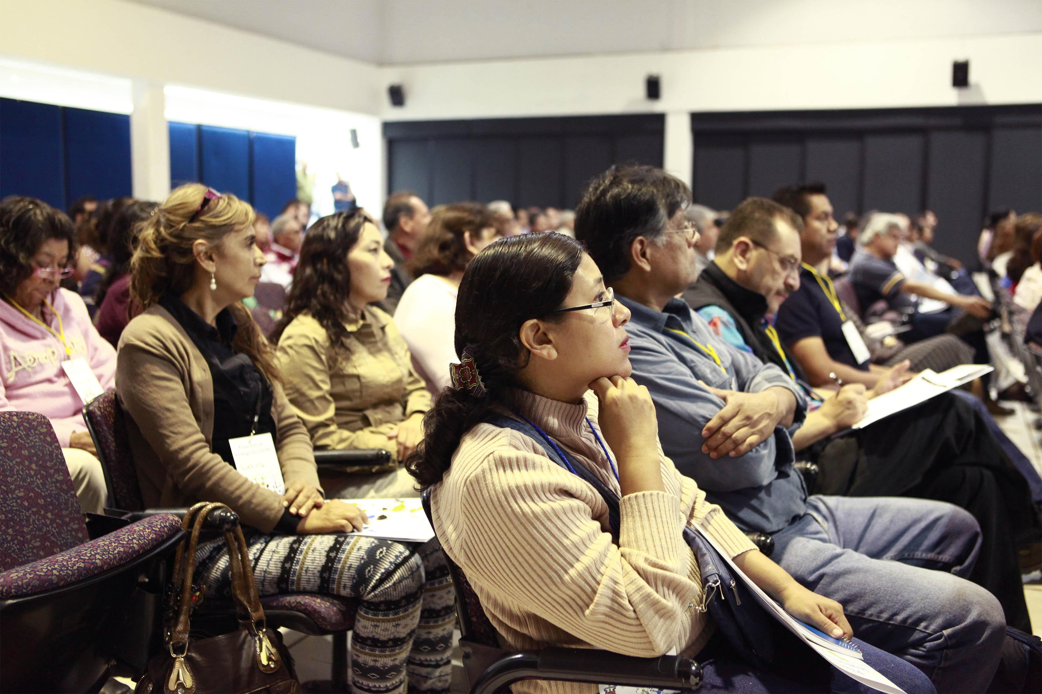 Publico asistente al acto inaugural del primer foro de investigación CUCBA
