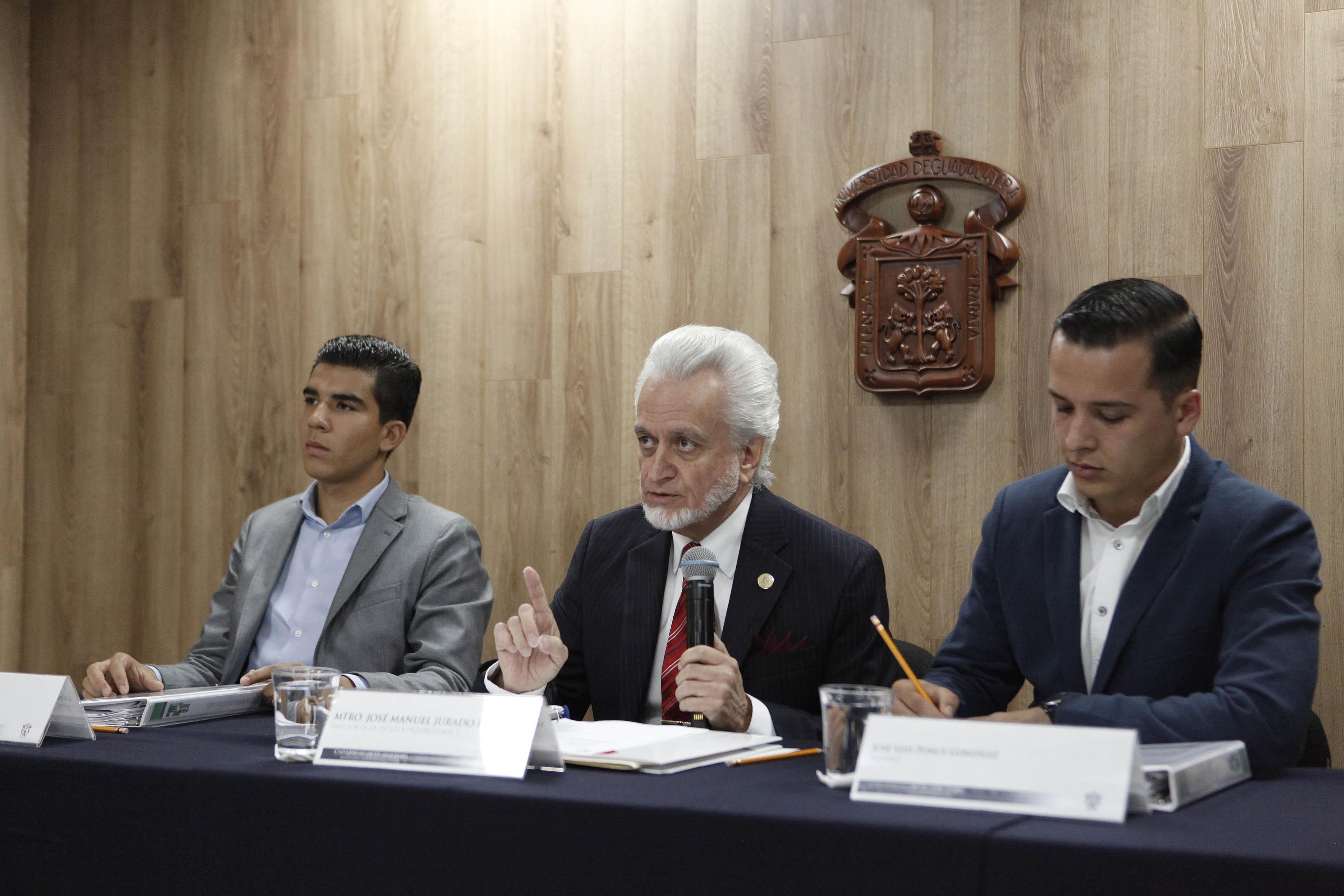 Mtro. José Manuel Jurado Parres haciendo uso de la palabra