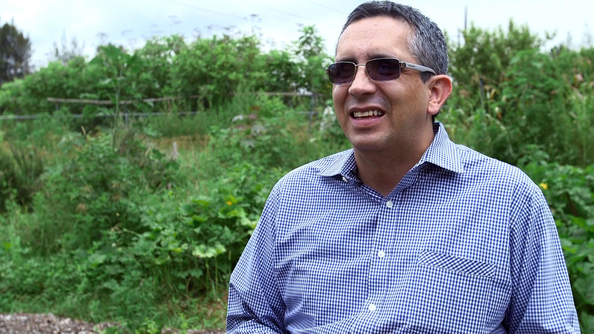 Doctor José Arturo Gleason Espíndola, Investigador del CUAAD, presentando ventajas del proyecto