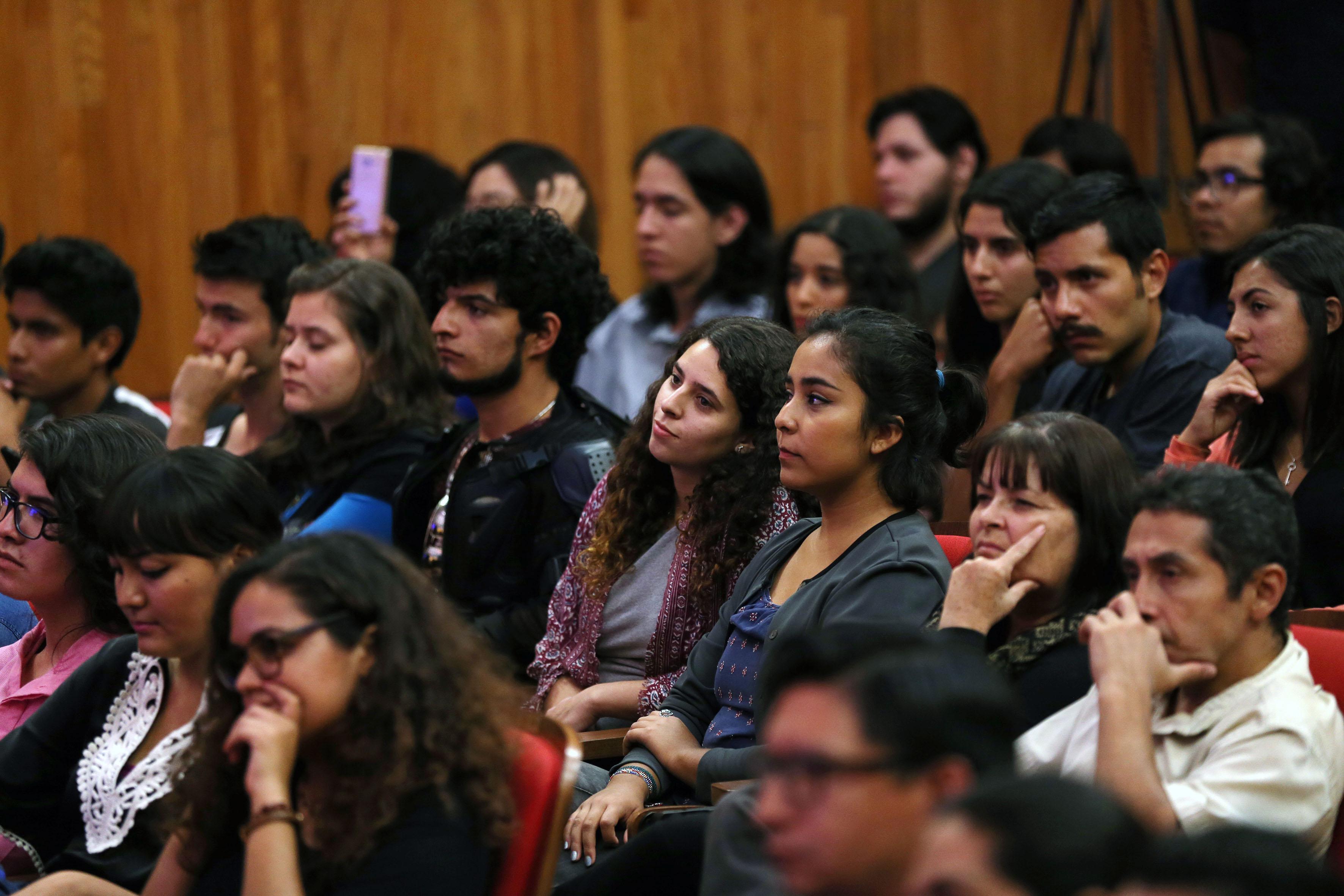 """Público asistente a la conferencia magistral """"La chispa de la vida"""""""