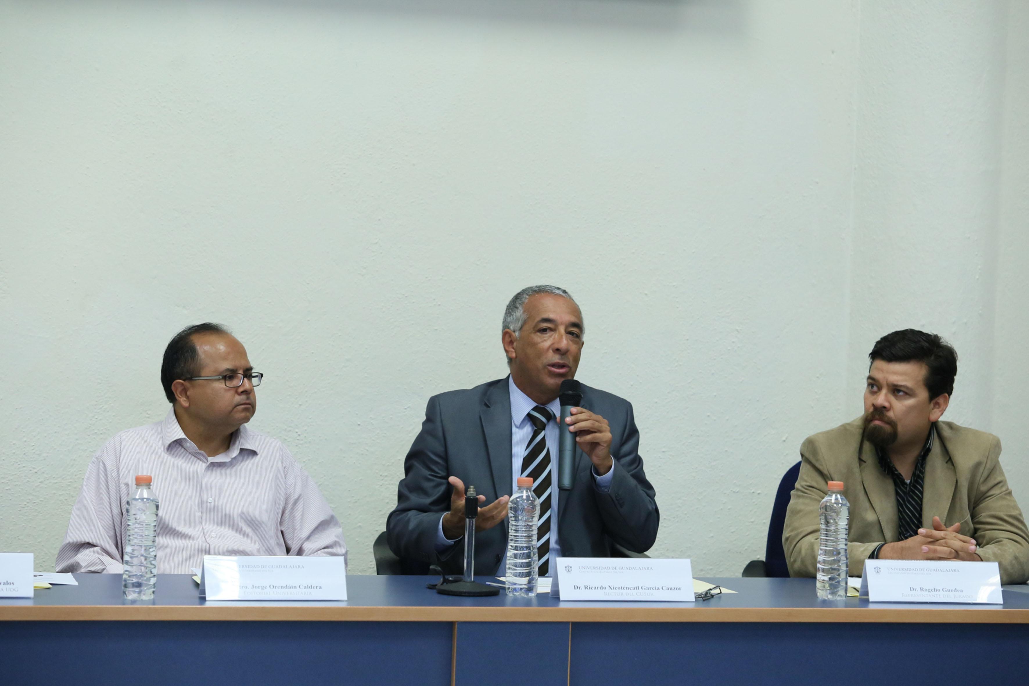 Doctor Ricardo Xicoténcatl García Cauzor, Rector del CUSur, participando en rueda de prensa