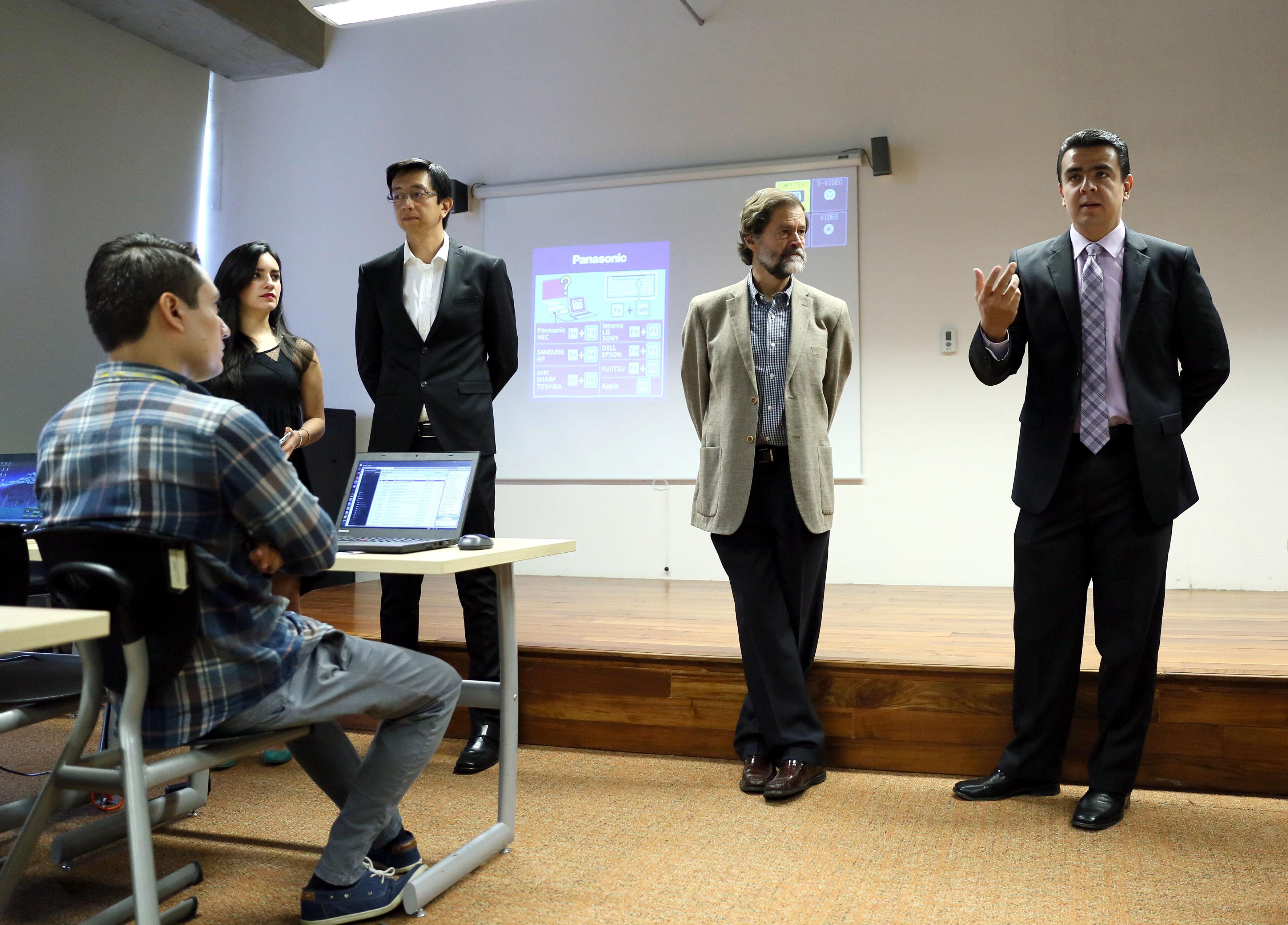 Doctor Luis Alberto Gutiérrez Díaz de León, participando en la inauguración del curso