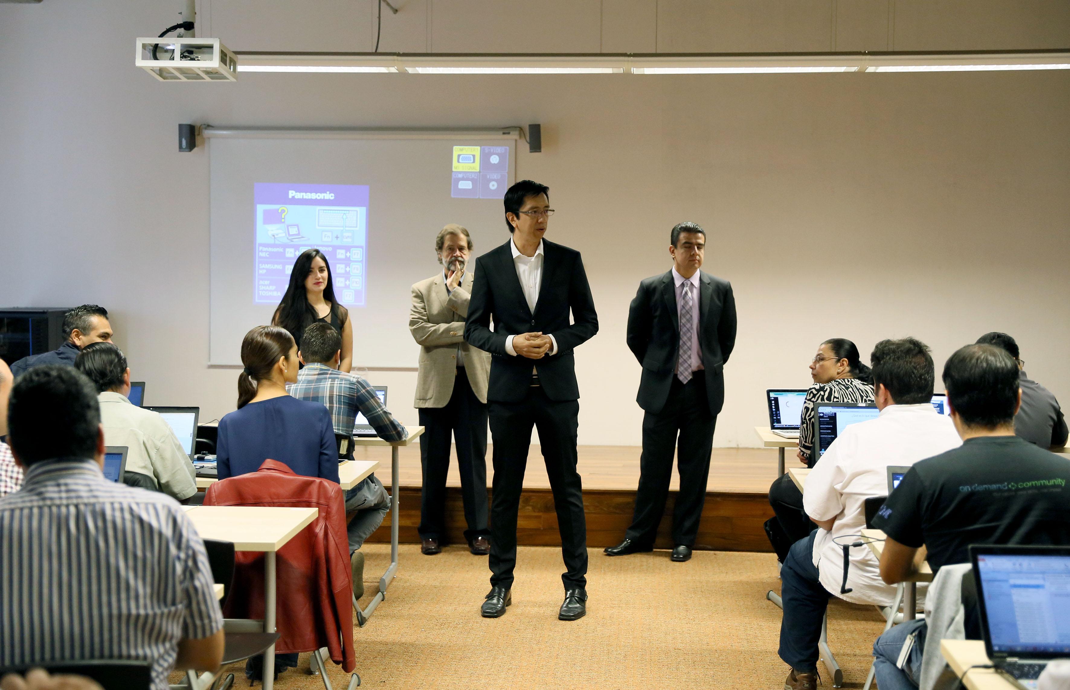 """Inauguración del curso """"Boot Camp de Big Data"""", organizado por la UdeG y la empresa IBM"""