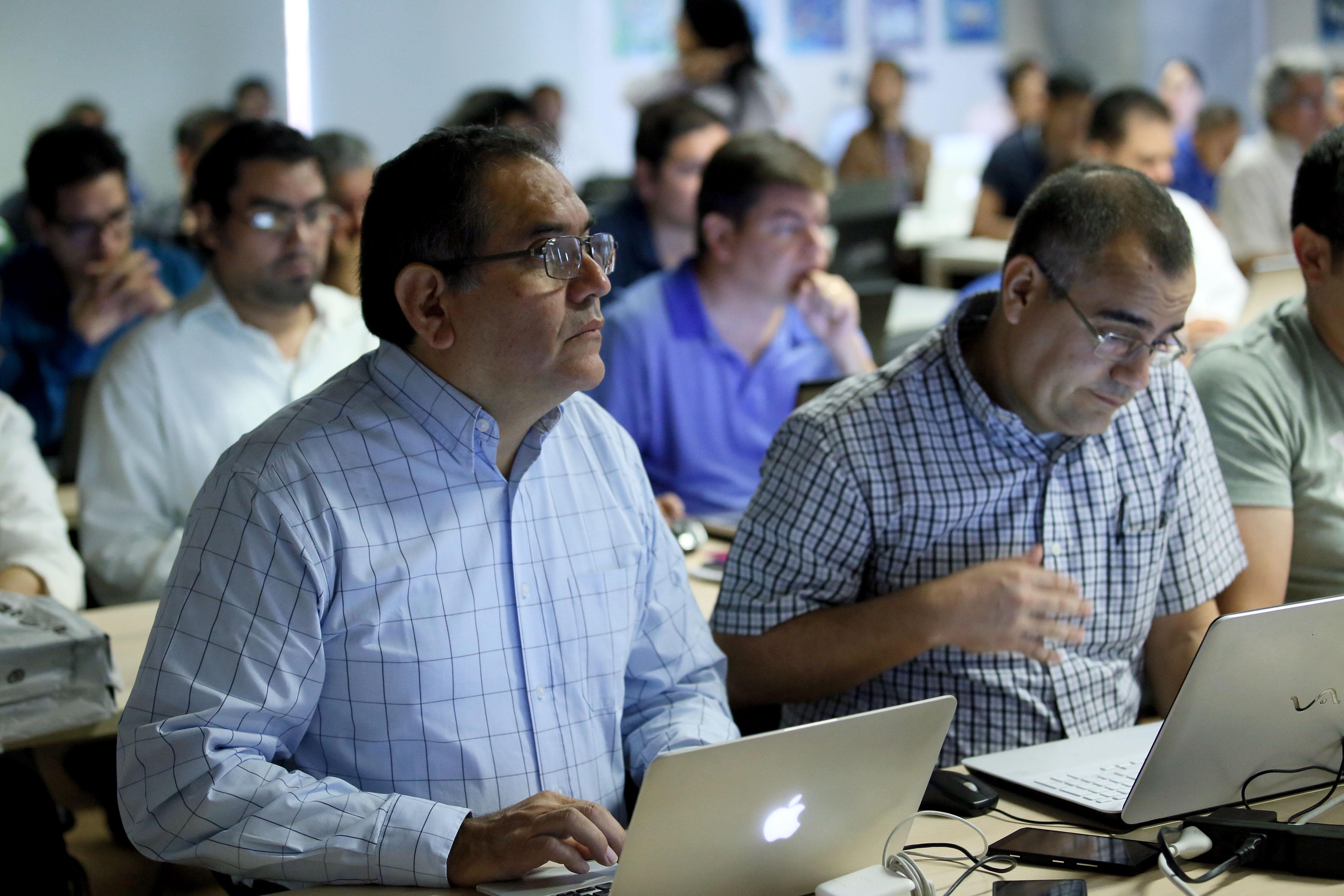 """Profesores, investigadores y especialistas, participando en el curso """"Boot Camp de Big Data"""""""