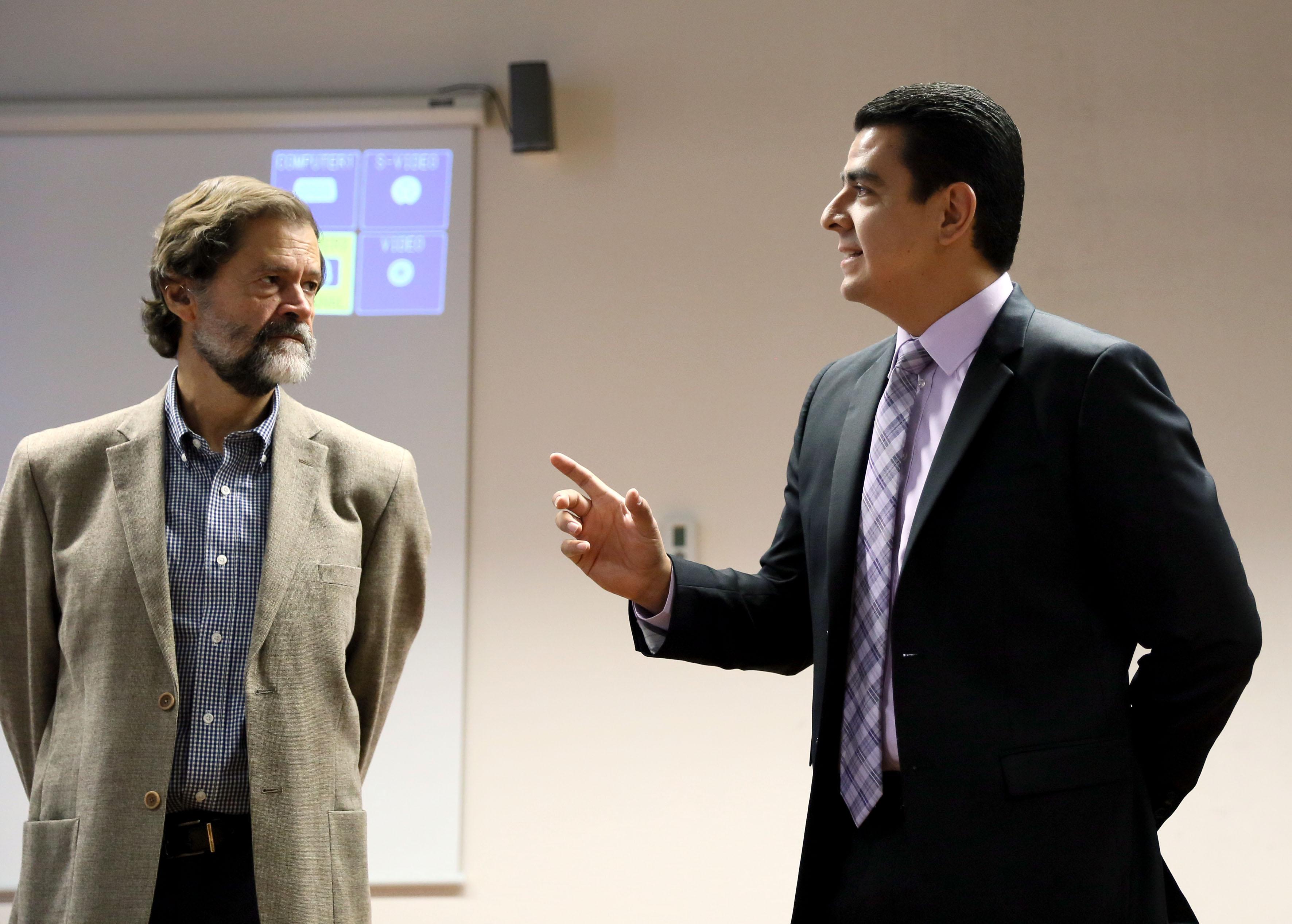 Doctor Luis Alberto Gutiérrez Díaz de León y Doctor Eugenio Godard, participando en la inauguración del curso