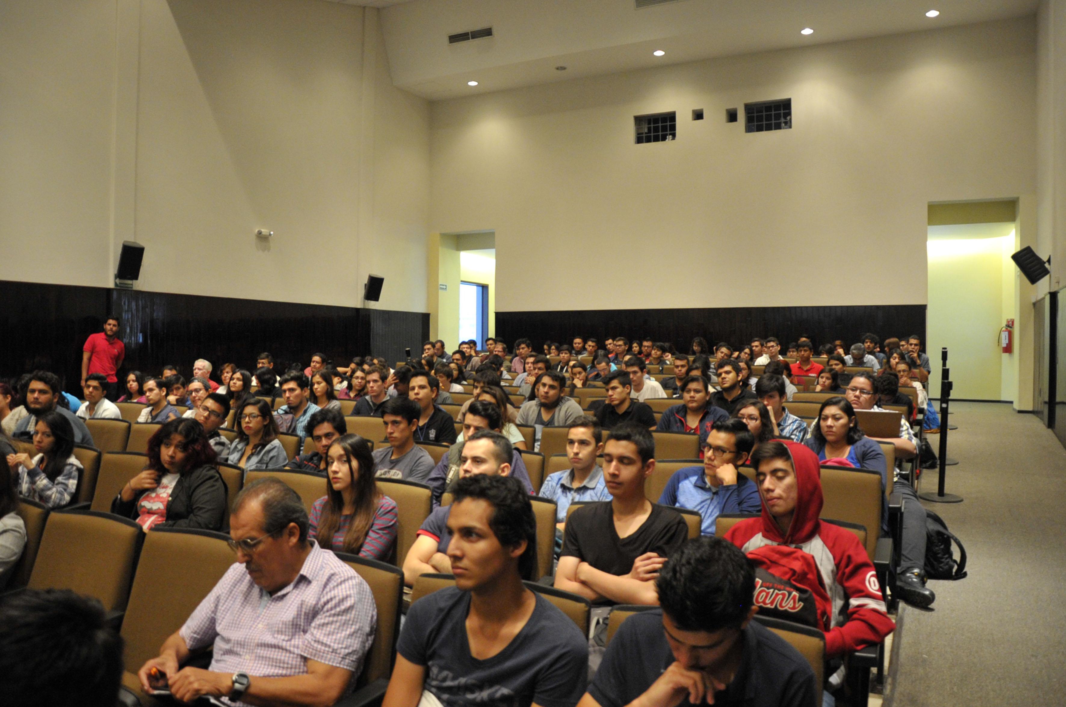 """Alumnos asistentes a la conferencia  """"Educación para sustentabilidad"""""""