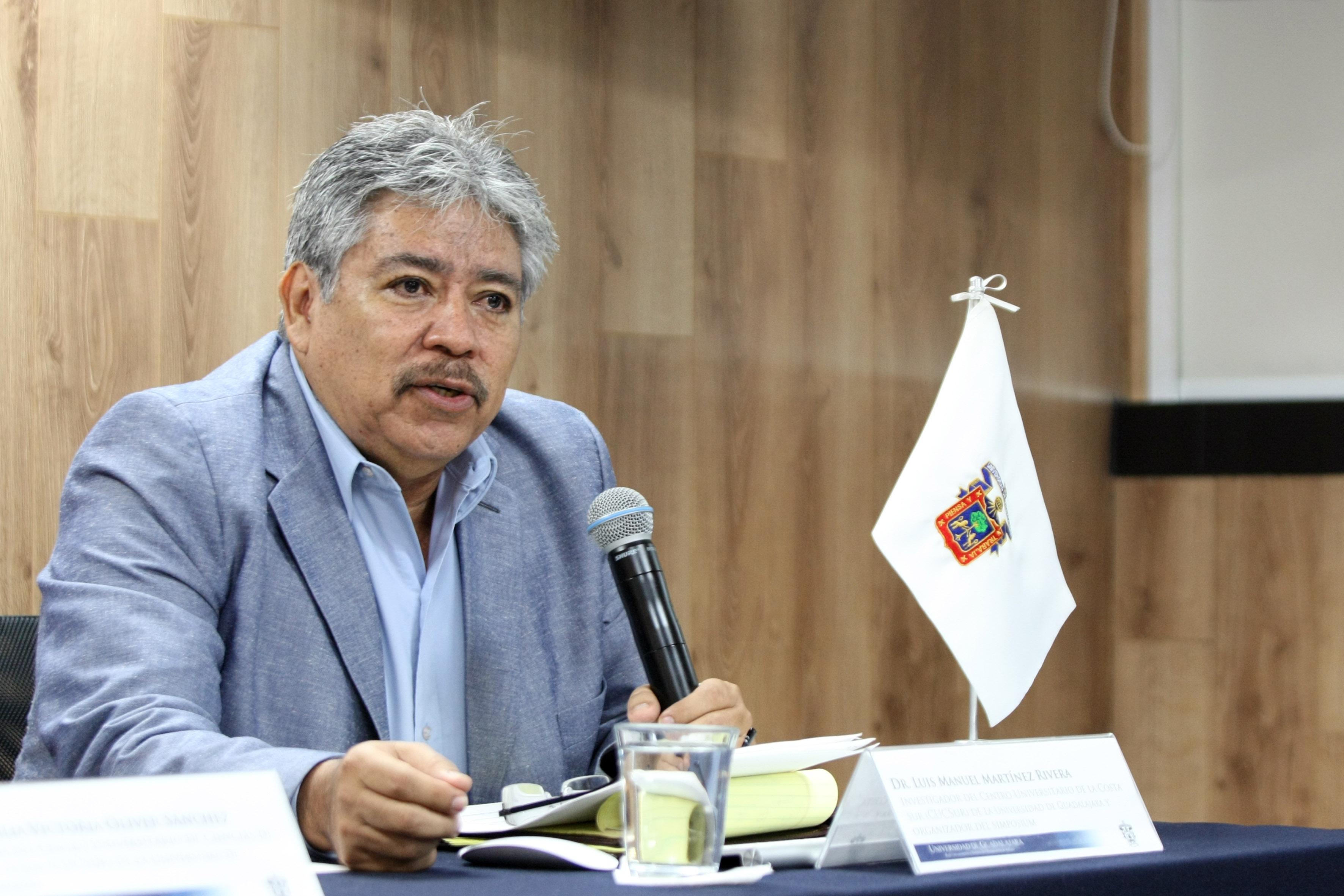 En el uso de la voz, el doctor Luis Manuel Martínez Rivera, investigador del Departamento de Ecología y Recursos Naturales (DERN) y coordinador general del simposio