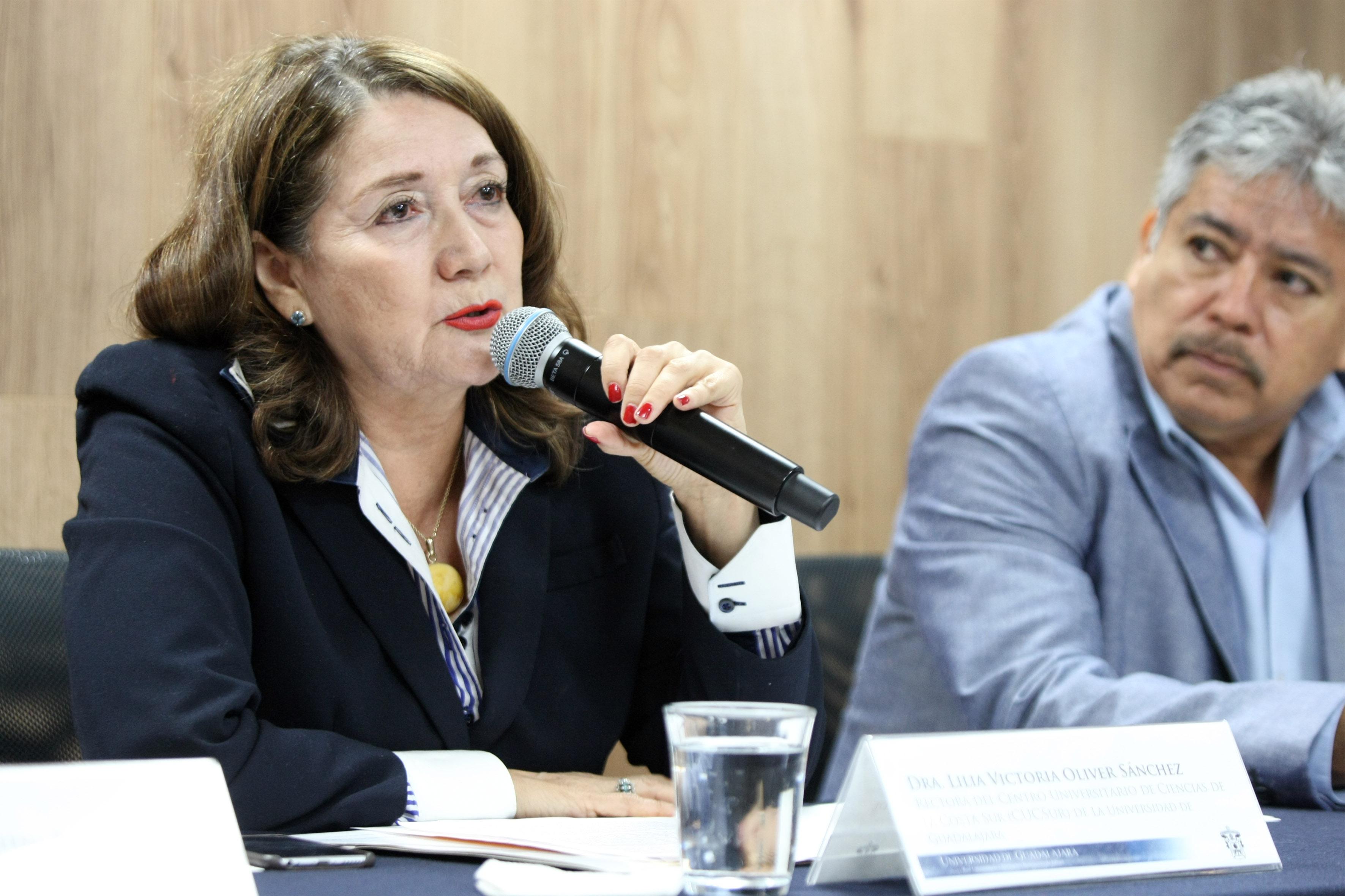 La Rectora del CUCSur, doctora Lilia Victoria Oliver Sánchez
