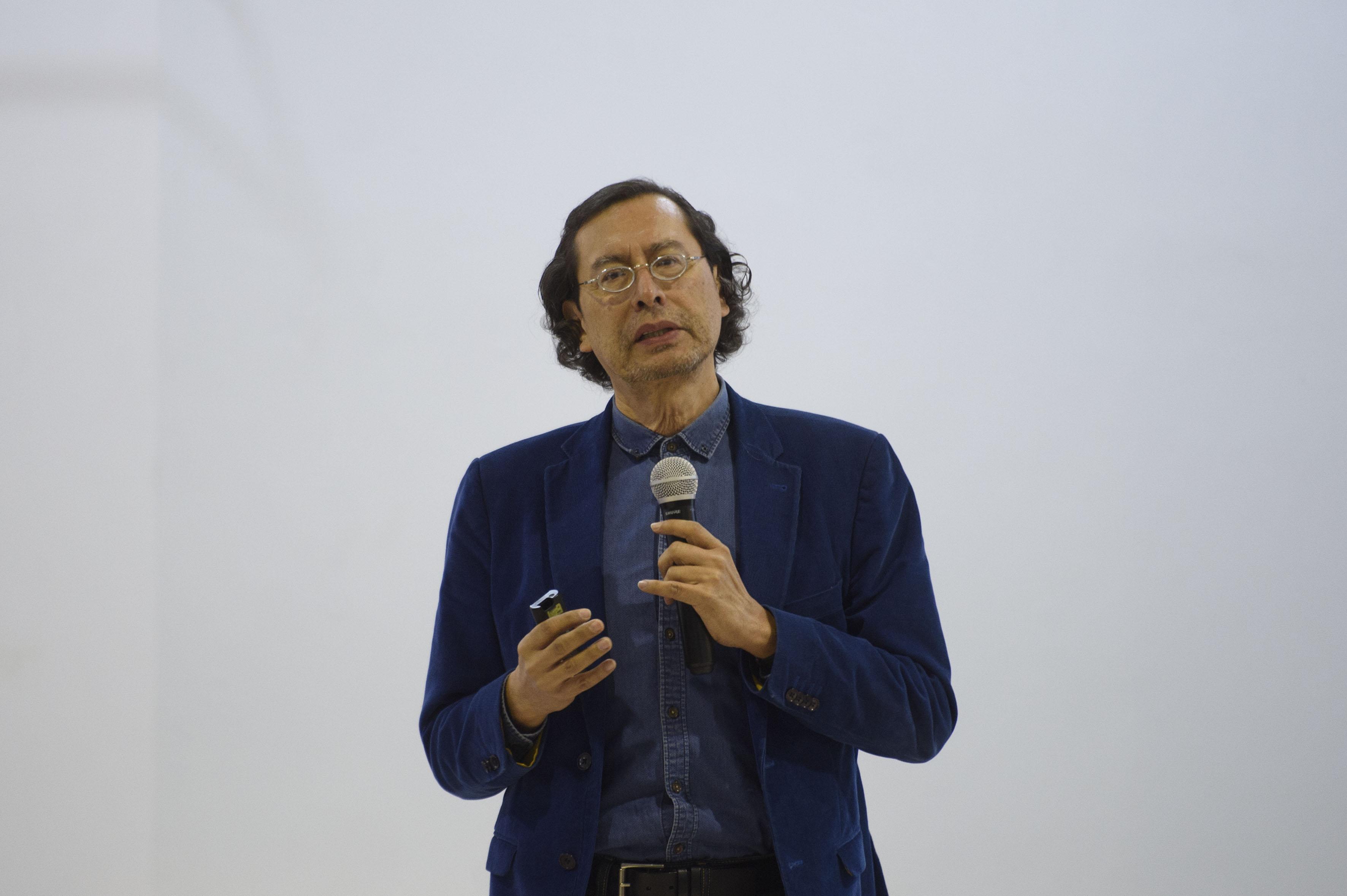 director del Instituto de Medio Ambiente y Comunidades Humanas de la Universidad de Guadalajara (UdeG), doctor Arturo Curiel Ballesteros, haciendo uso de la palabra