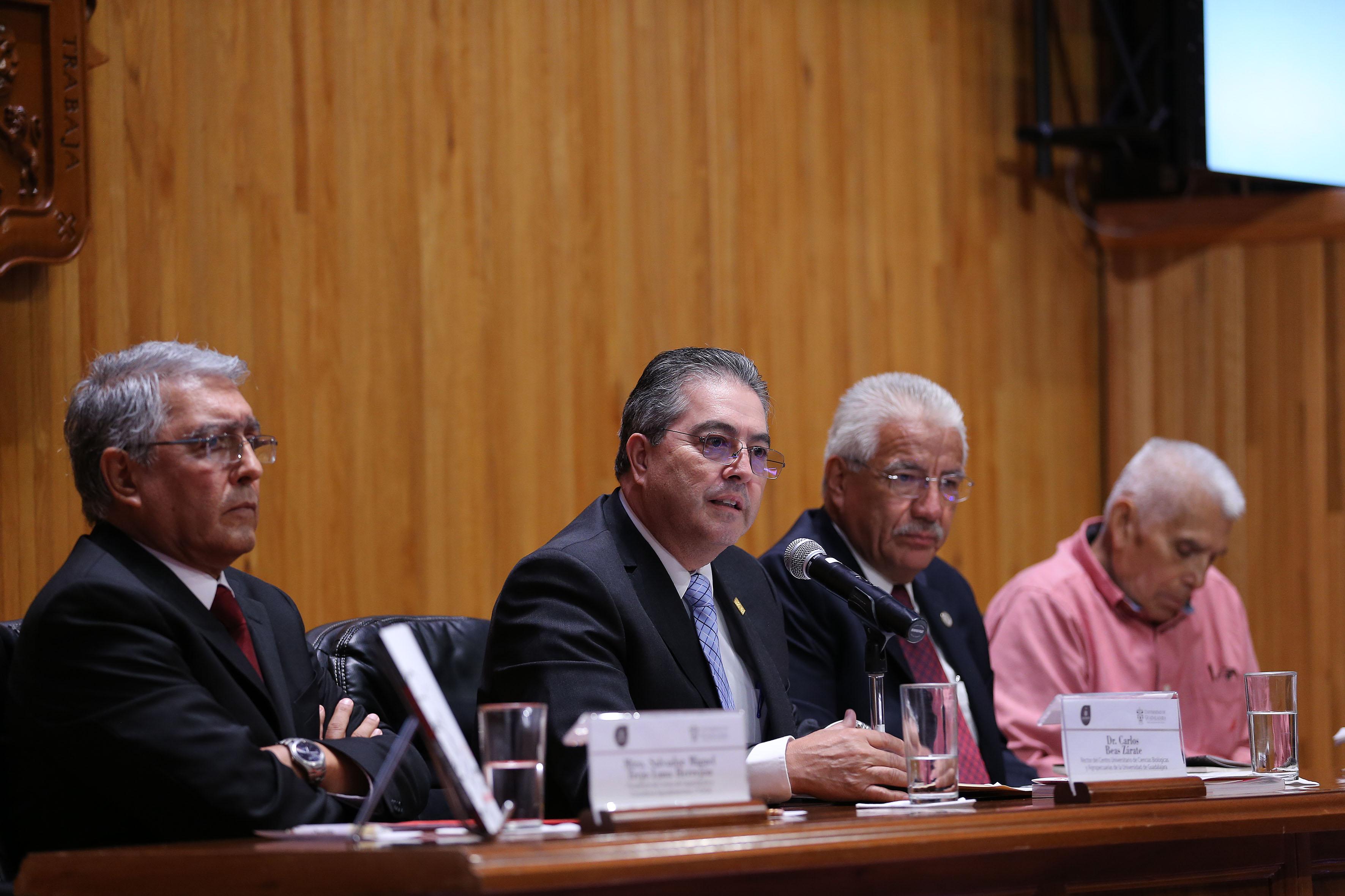 Doctor Carlos Beas Zárate, Rector del CUCBA, haciendo uso de la palabra