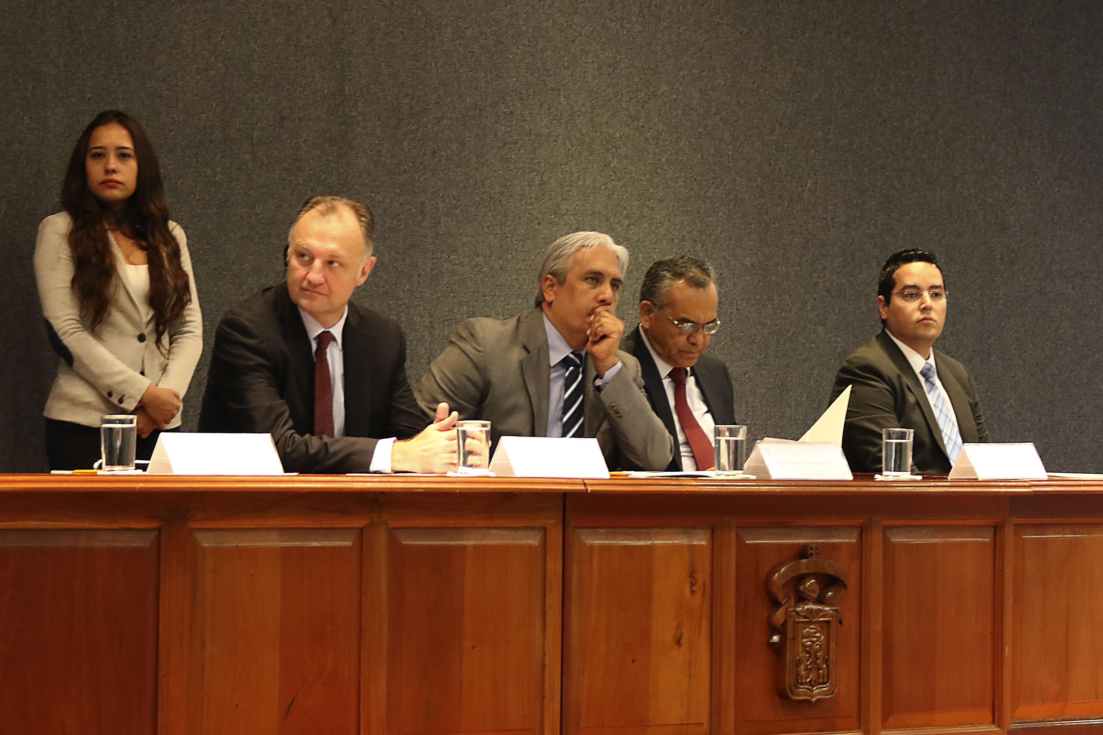Miembros del presidium, participando en el congreso, con sede en el CUCEA