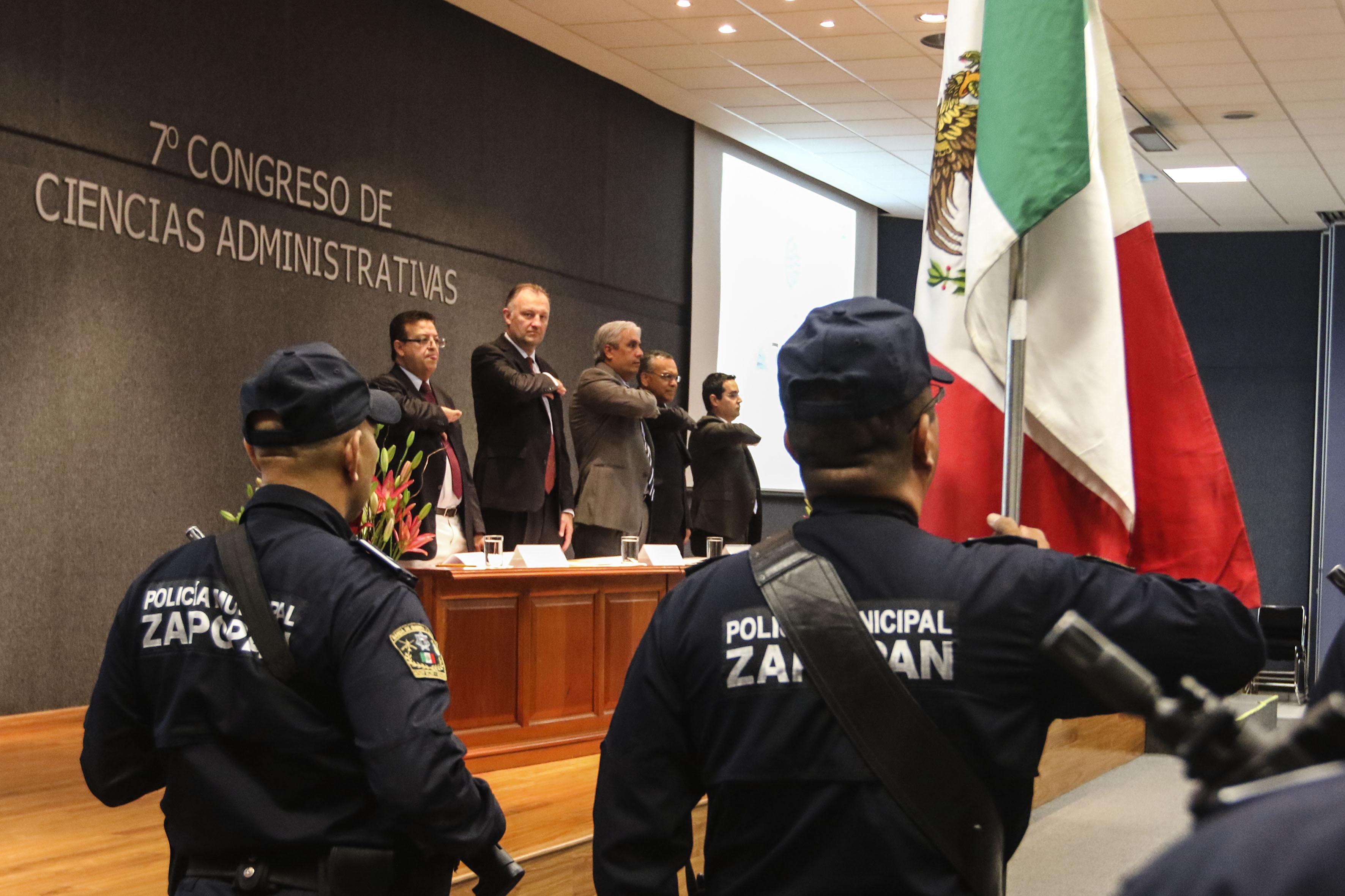 Ceremonia de Honores a la Bandera, como parte de la inauguración del congreso