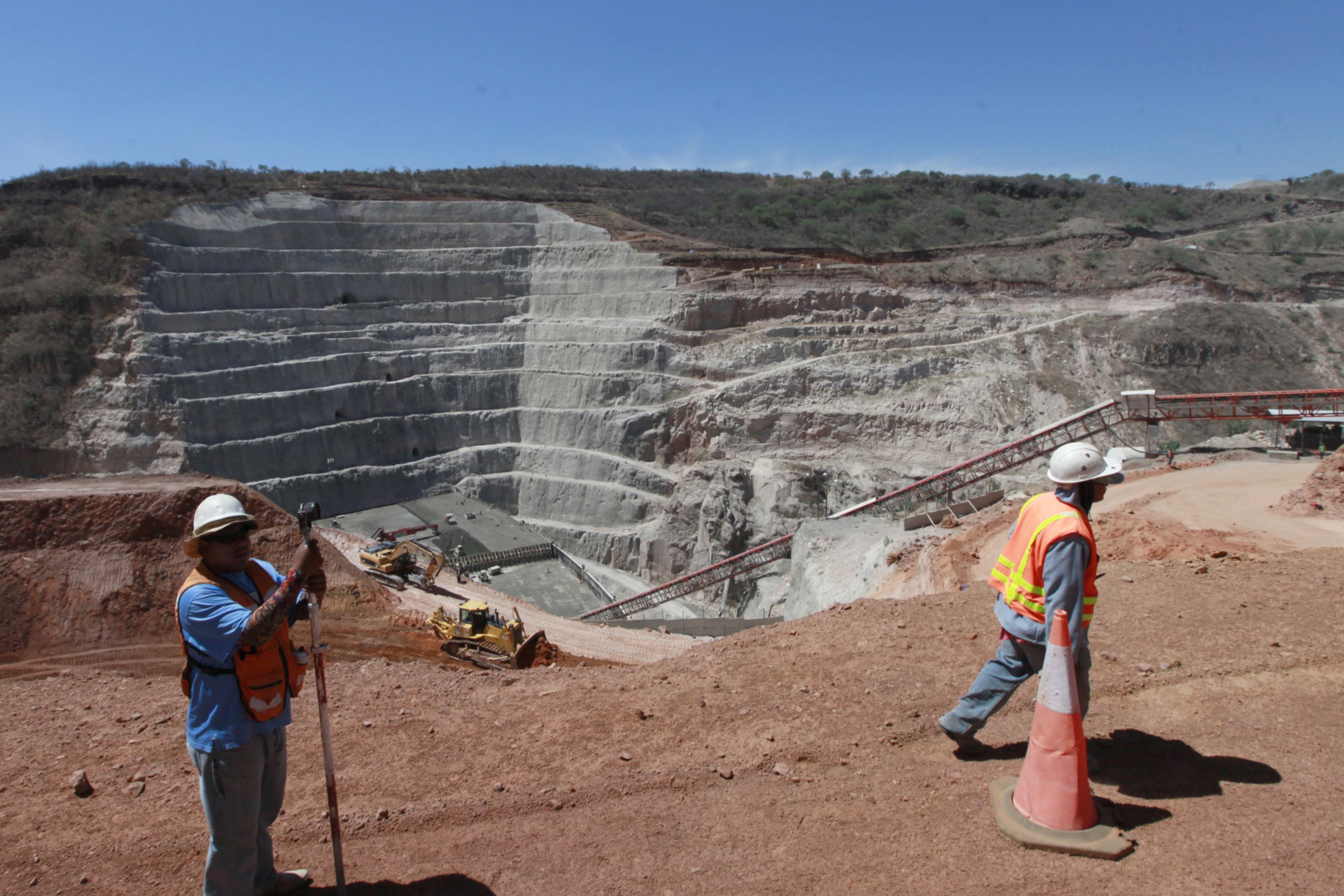 """Ingenieros y trabajadores de obra, laborando en la """"Presa El Zapotillo"""""""