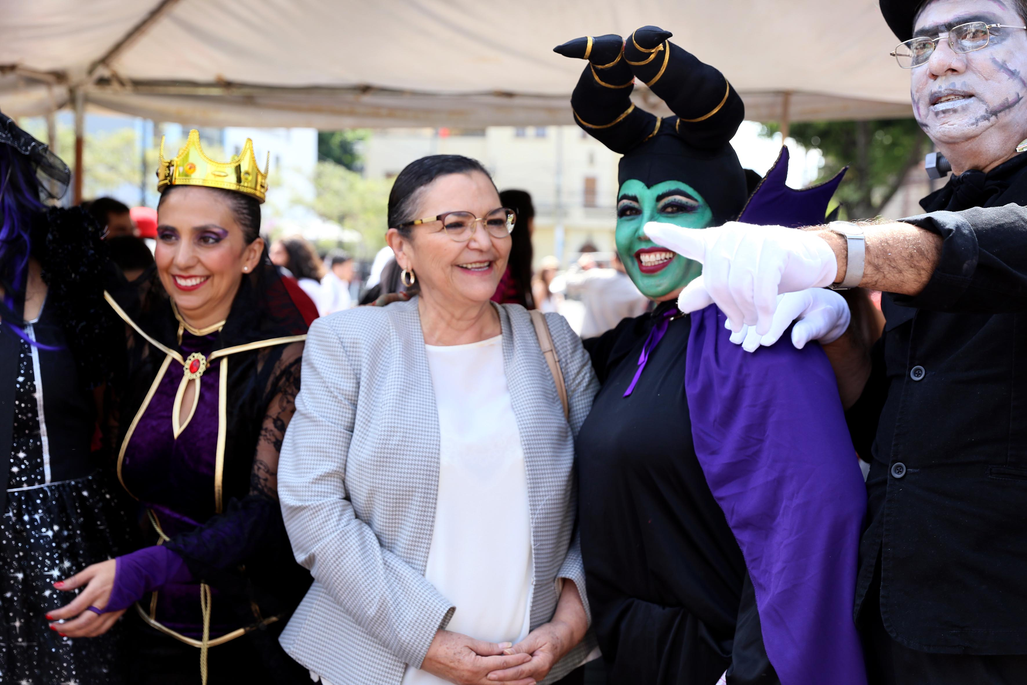 Doctora Ruth Padilla Muñoz, Rectora del CUCEI, presenciando el Aquelarre 2016