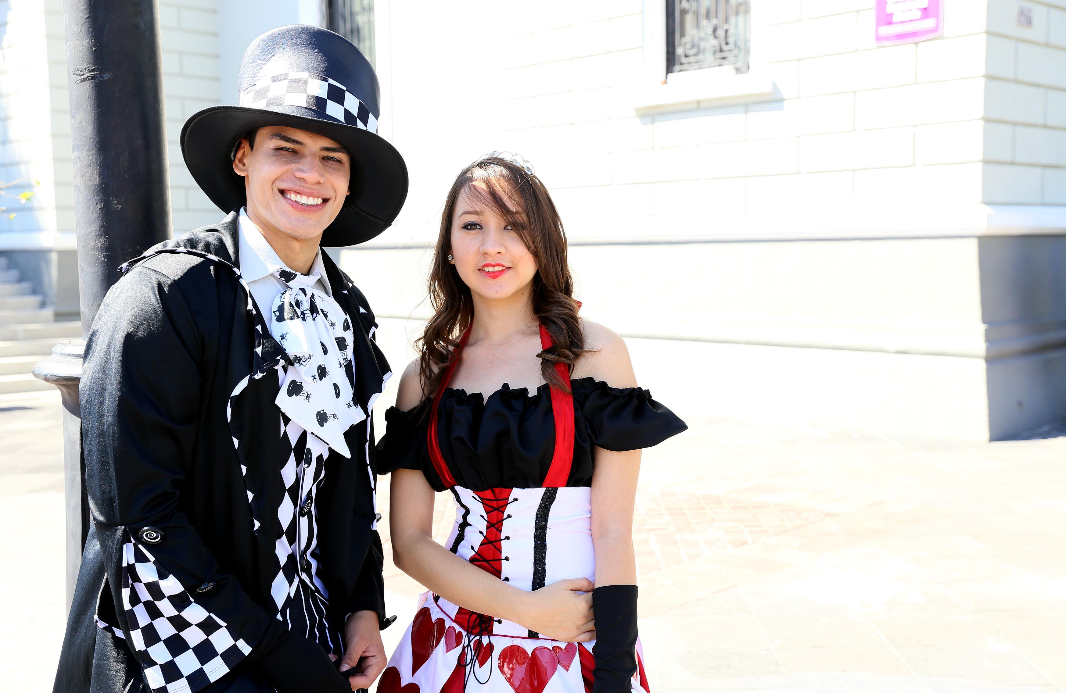 Estudiantes del CUCEI disfrazados para participar en Aquelarre 2016, evento organizado por el mismo Centro Universitario