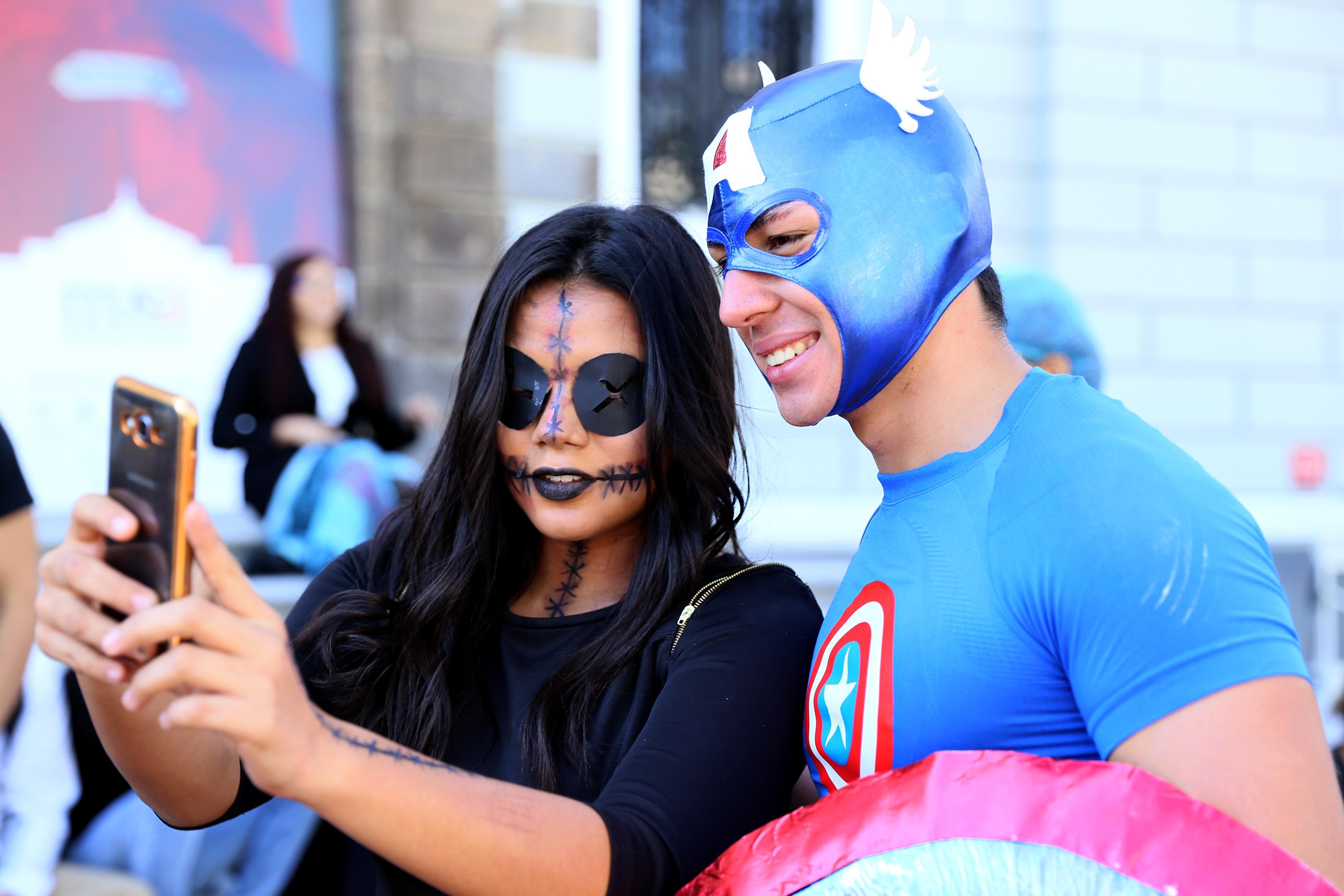 Estudiantes del CUCEI disfrazados, para participar en Aquelarre 2016