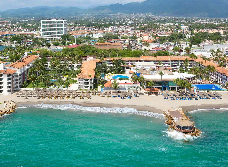 Vista panorámica de desarrollo turístico en Puerto Vallarta.