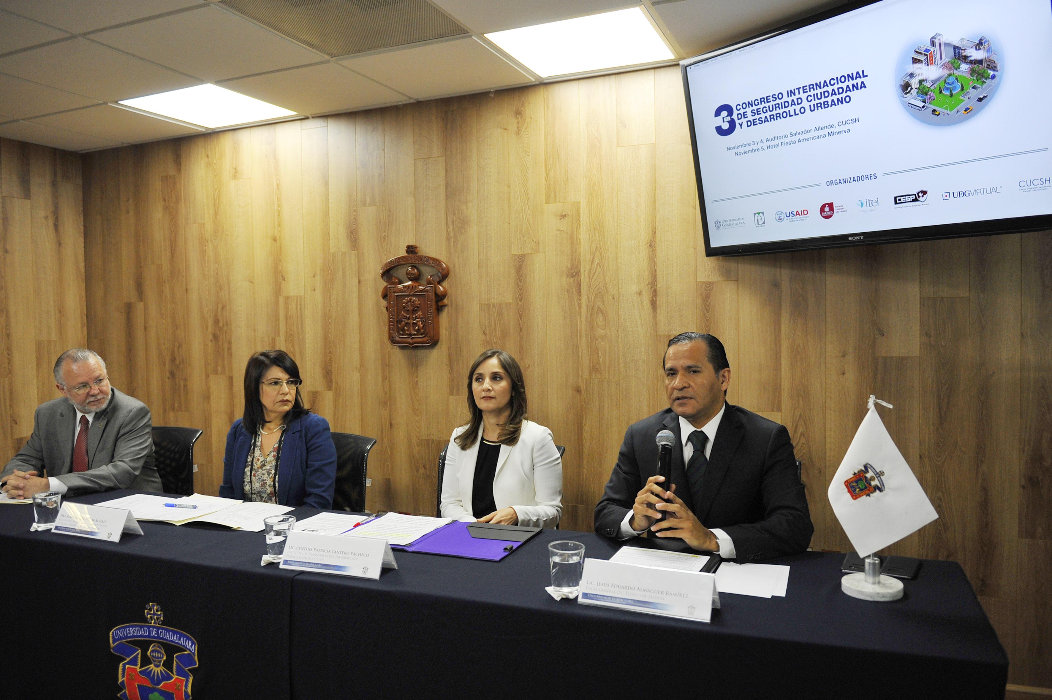 Miembros del presidium durante la rueda de prensa del  3er Congreso Internacional de Seguridad Ciudadana y Desarrollo Urbano