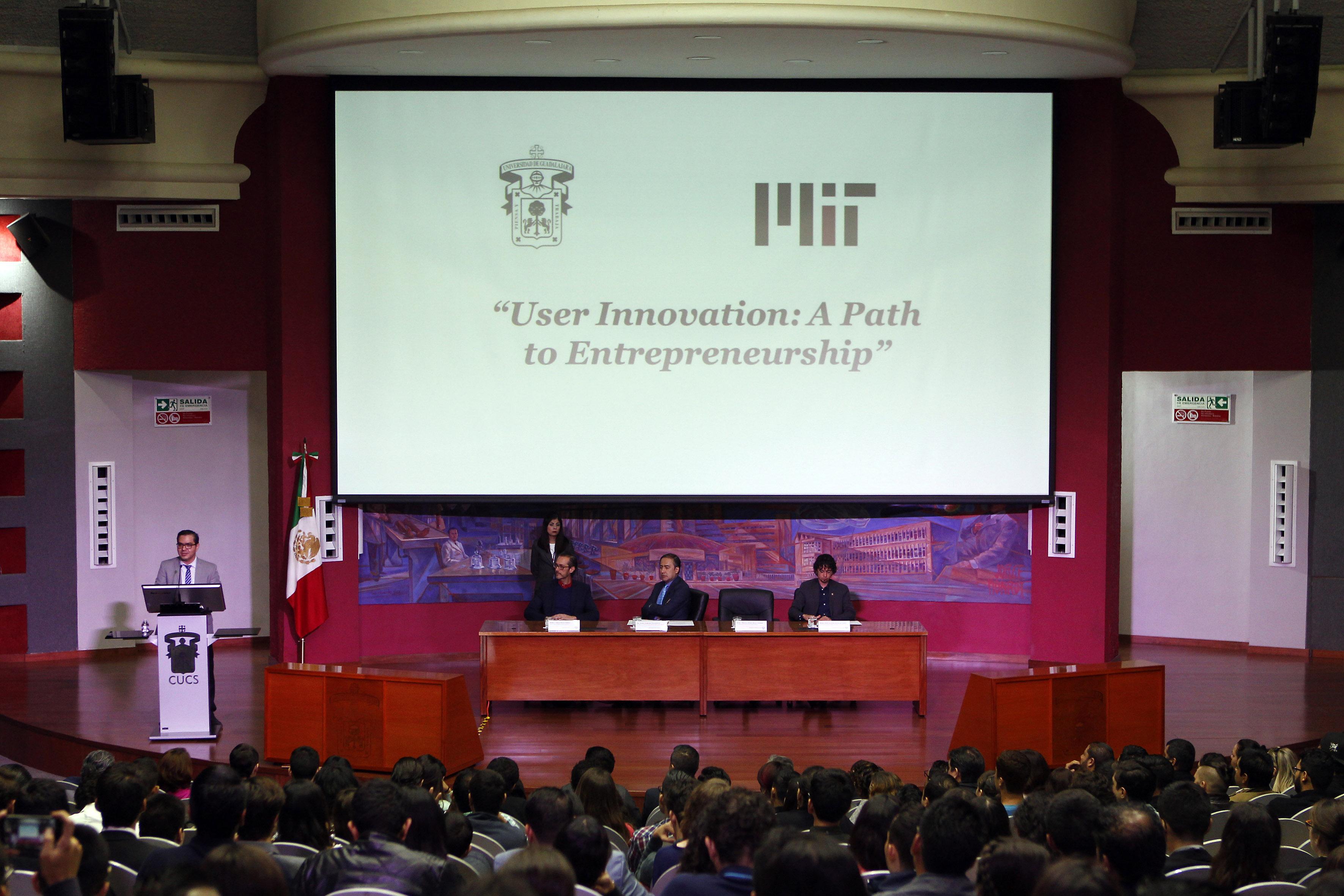 """Inauguración del curso """"La innovación aplicada: camino para el emprendimiento"""", impartido por el MIT"""