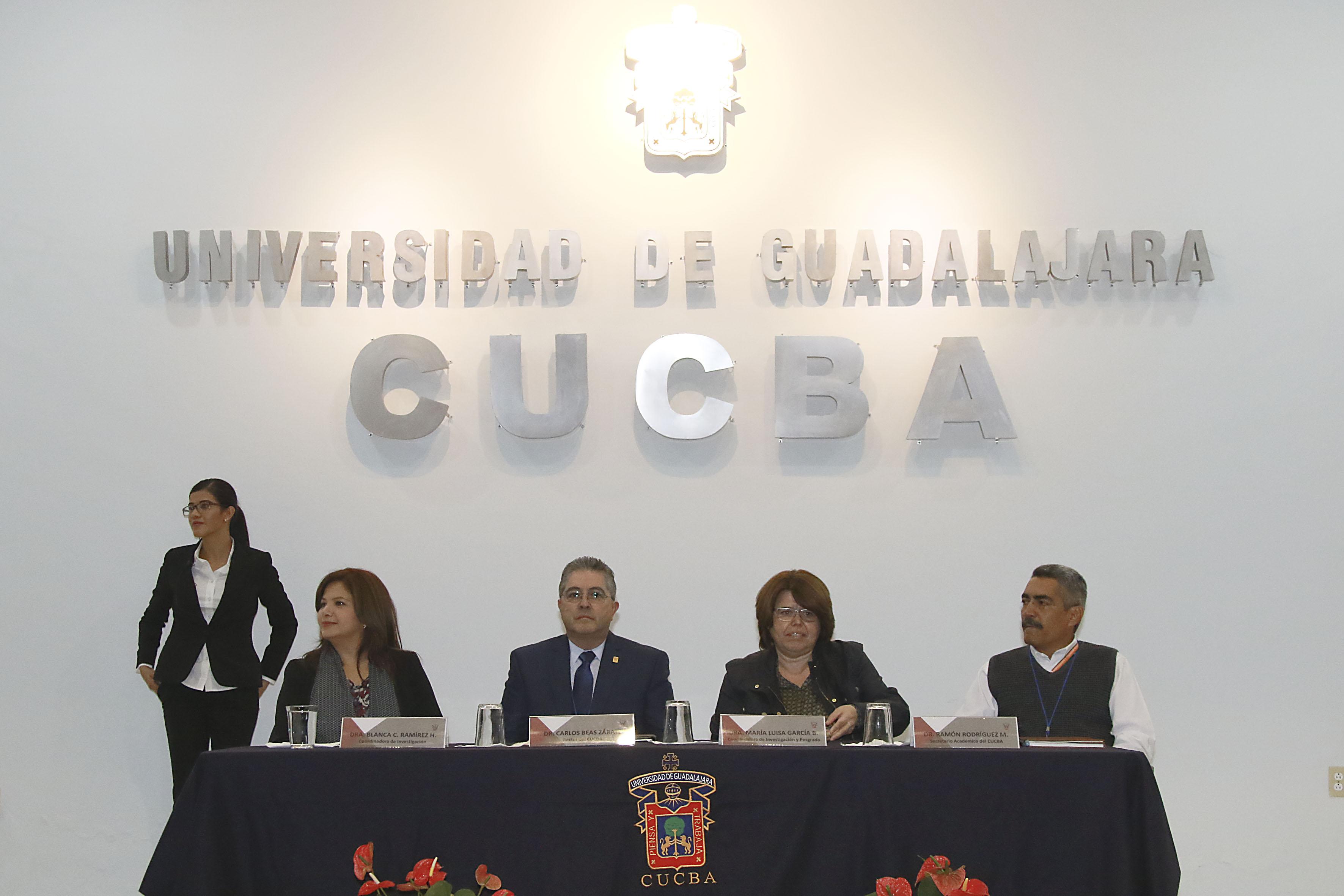 Autoridades e investigadores del CUCBA, participantes del Encuentro de la Ciencia y la Tecnología, en el marco de la XXIII Semana Nacional de Ciencia y Tecnología 2016, del Conacyt.