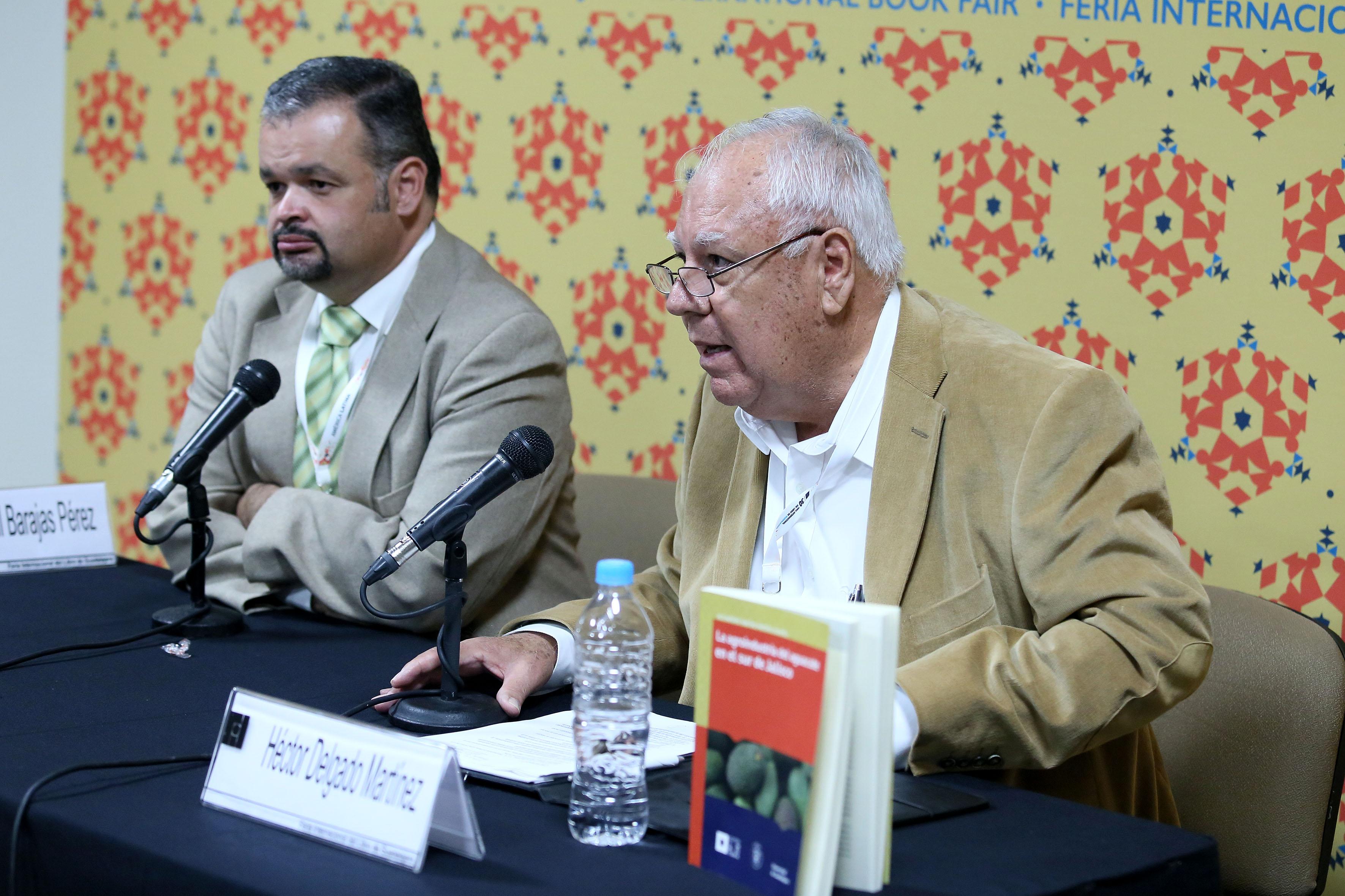 Maestro Héctor Delgado Martínez, Académico del CUSur, haciendo uso de la palabra