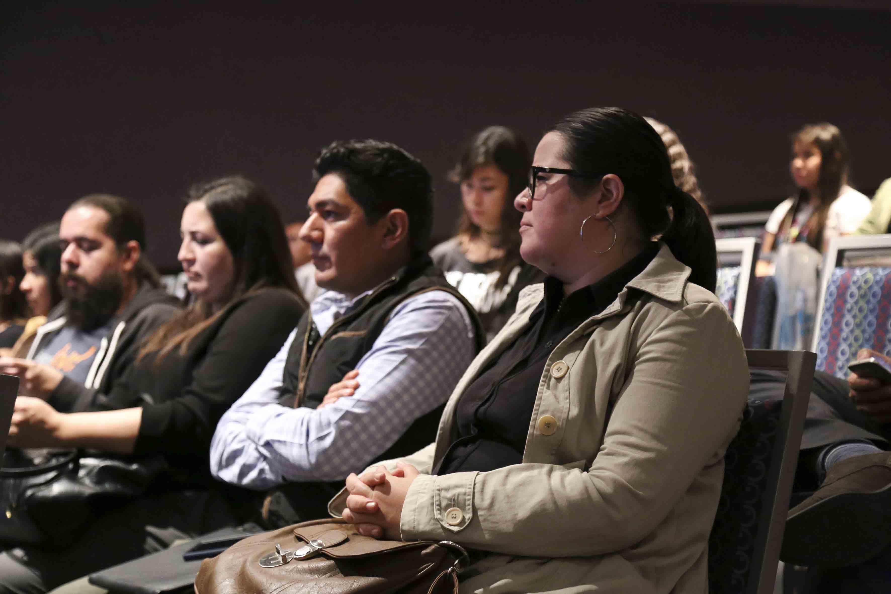 Público asistente al Foro sobre cambio climático, transición y energía fotovoltáica, durante la FIL.