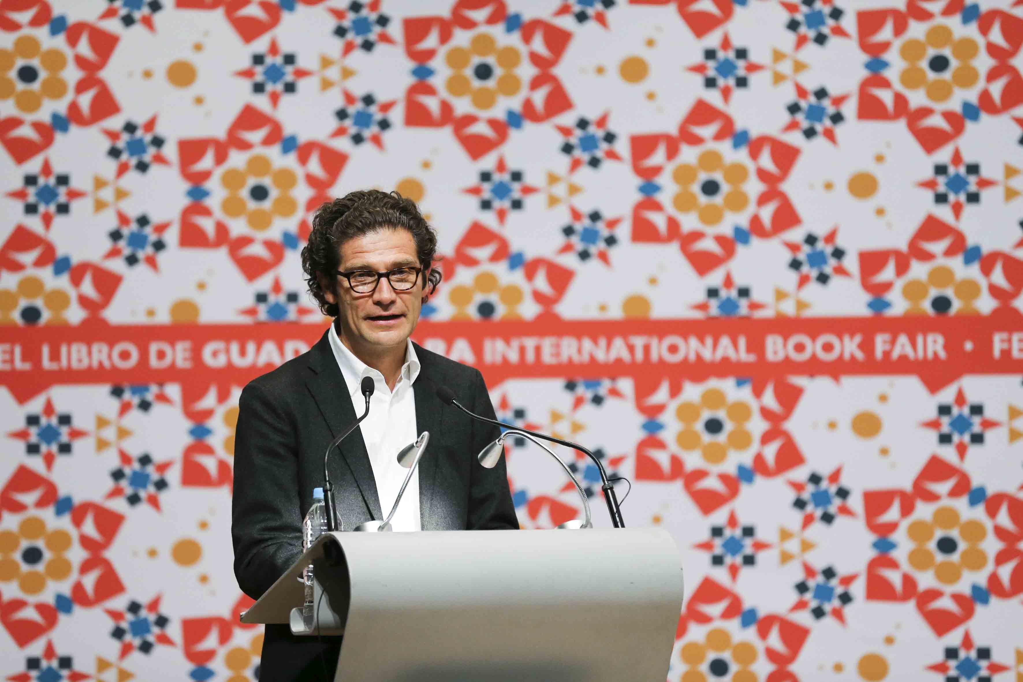 Arquitecto colombiano Juan Pablo Ortiz, participando en su Homenaje, desde el podium.