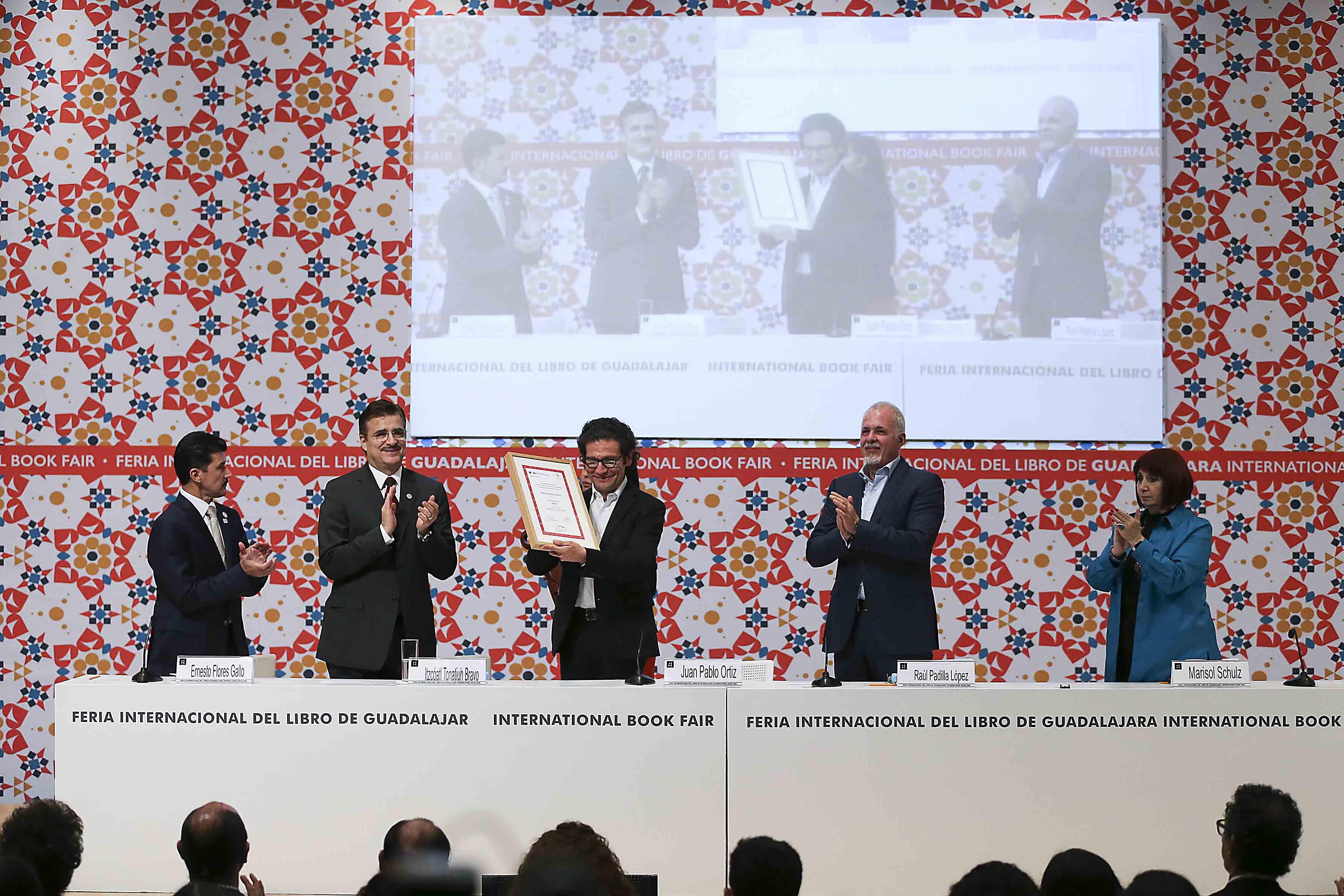 Ceremonia de Homenaje ArpaFIL, para el Arquitecto colombiano Juan Pablo Ortiz, llevado a cabo en el recinto Expo Guadalajara, en el marco de la Feria Internacional del Libro.