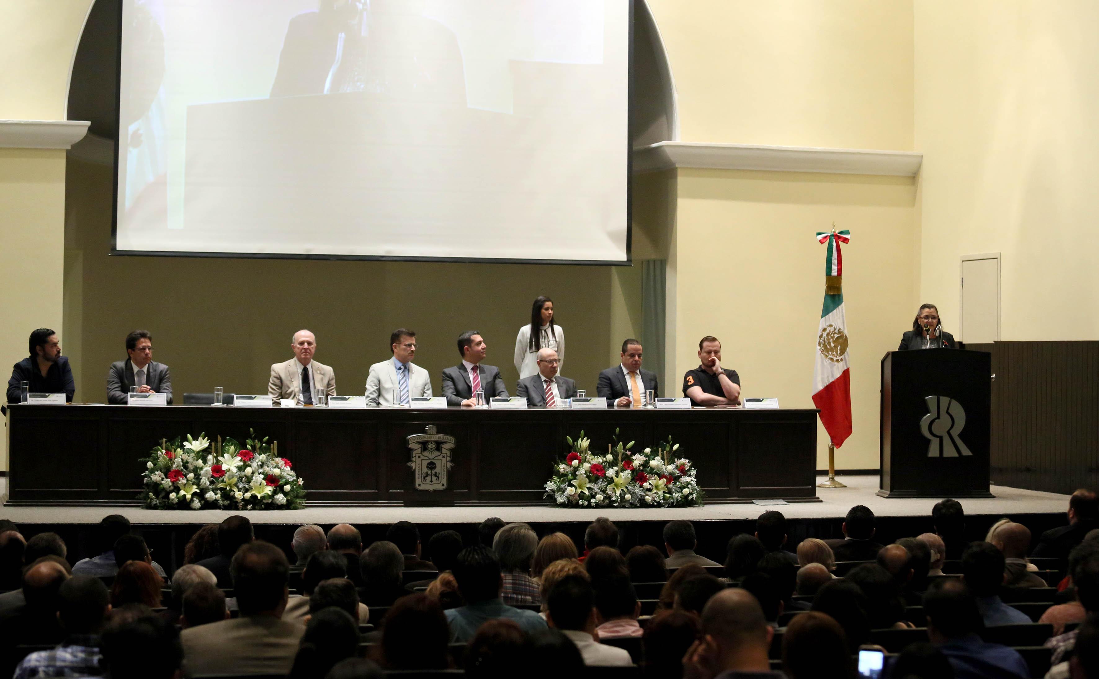 Doctora Ruth Padilla Muñoz, haciendo uso de la voz