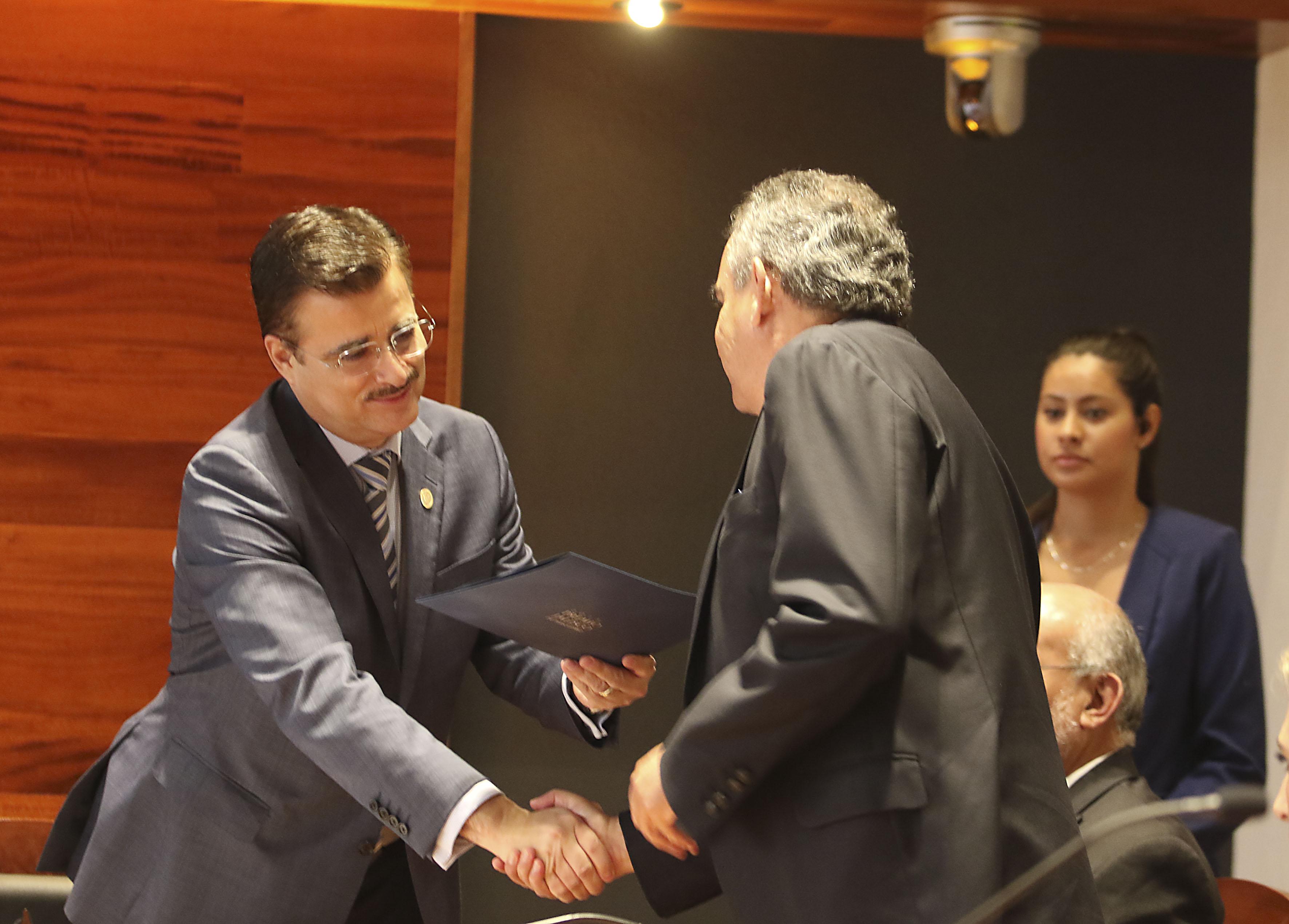 Mtro. Itzcóatl Tonatiuh Bravo Padilla, Rector General de la Universidad de Guadalajara (UdeG) y   doctor José Morales Orozco, Rector del Instituto Tecnológico de Estudios Superiores de Occidente (ITESO)