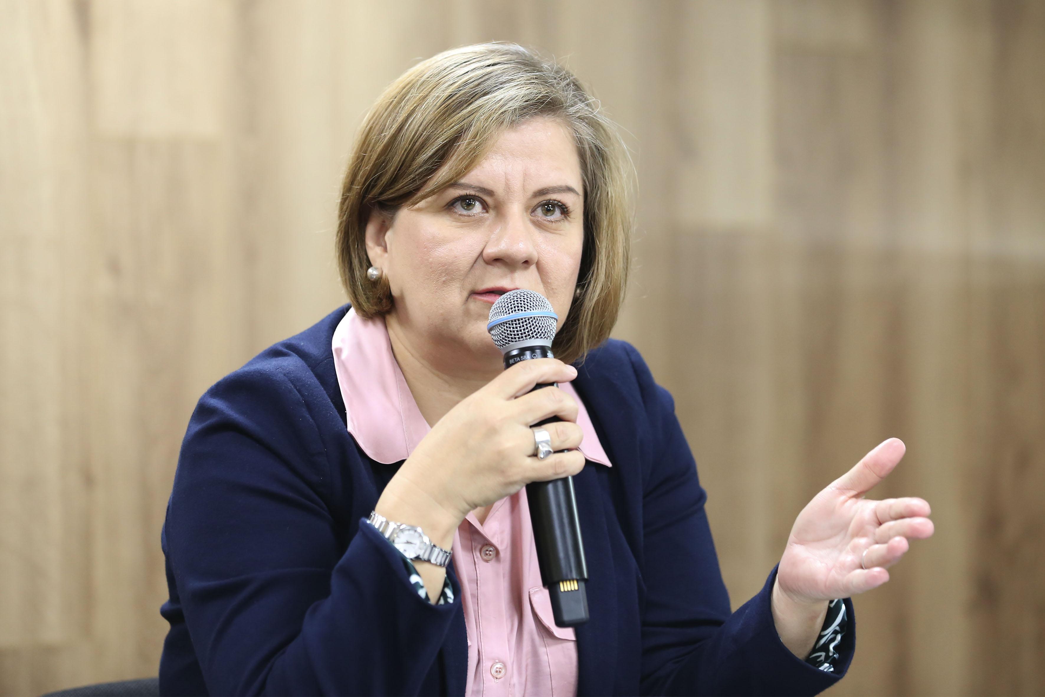 Mtra. Rosalía Orozco Murillo haciendo uso de la palabra