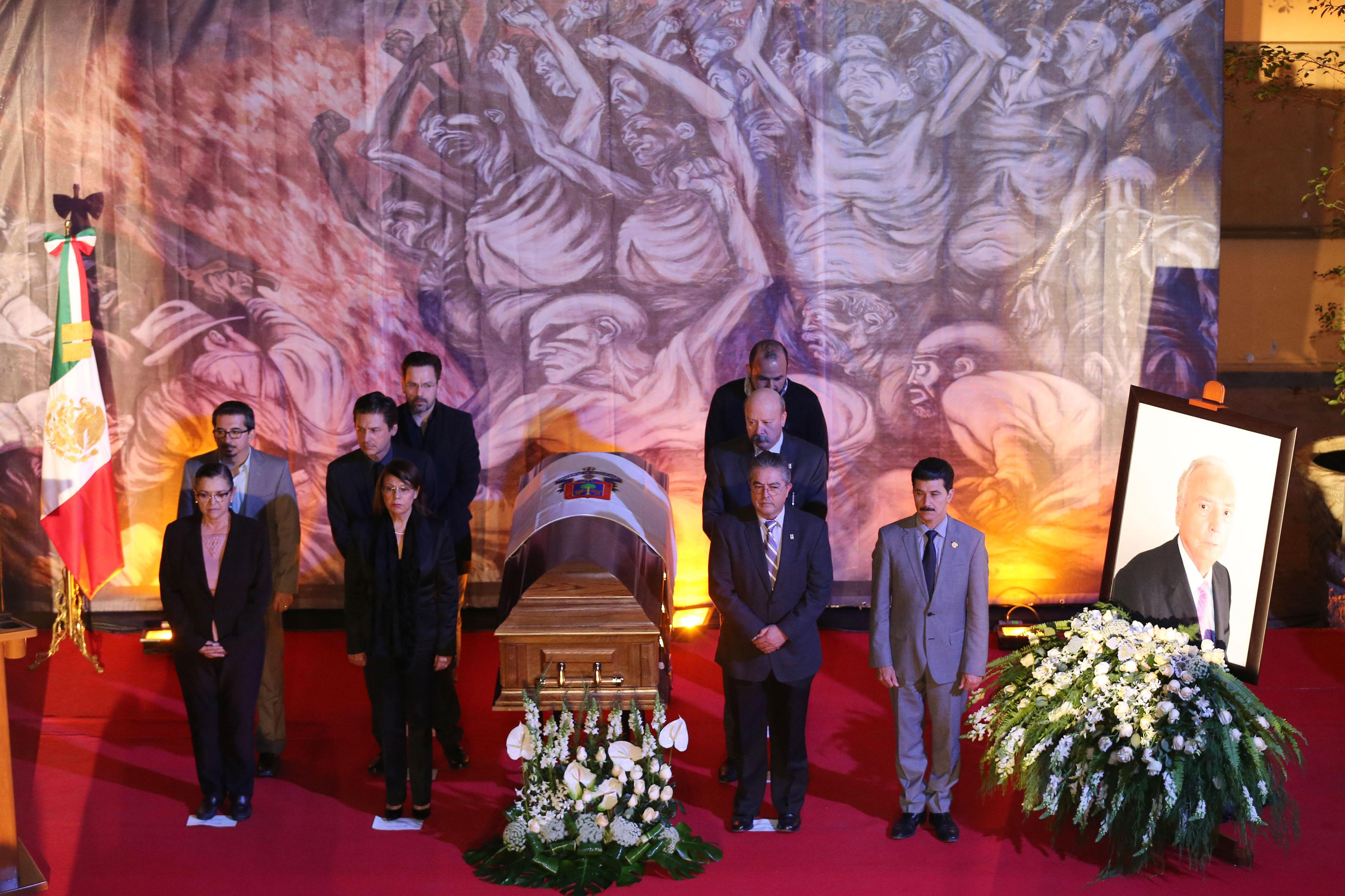 Homenaje de cuerpo presente al Maestro Emérito, Doctor José Luis Leal Sanabria, llevado a cabo en el Ex Claustro de San Agustín.
