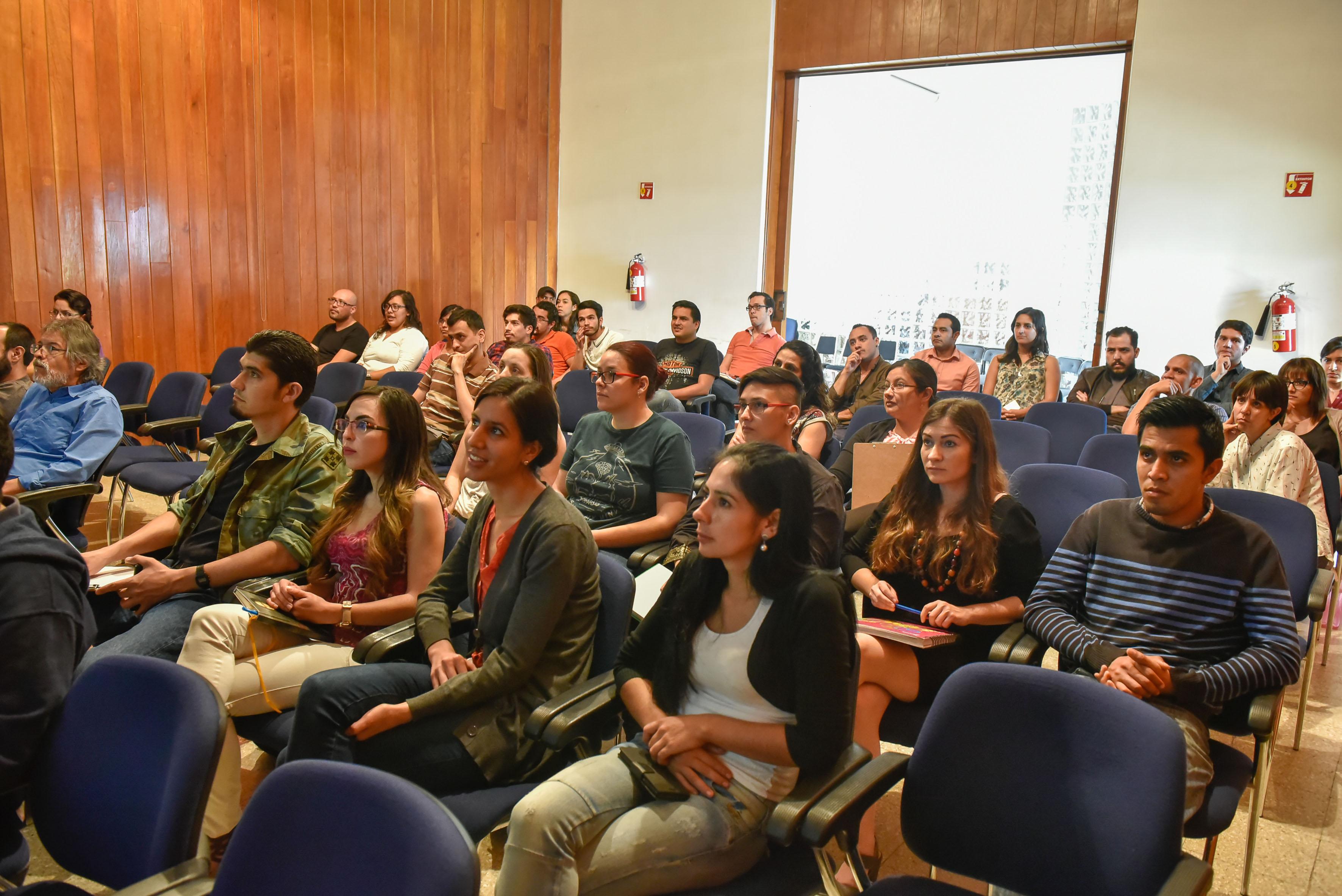 Público asistente a la conferencia de neuroinmunomodulación.