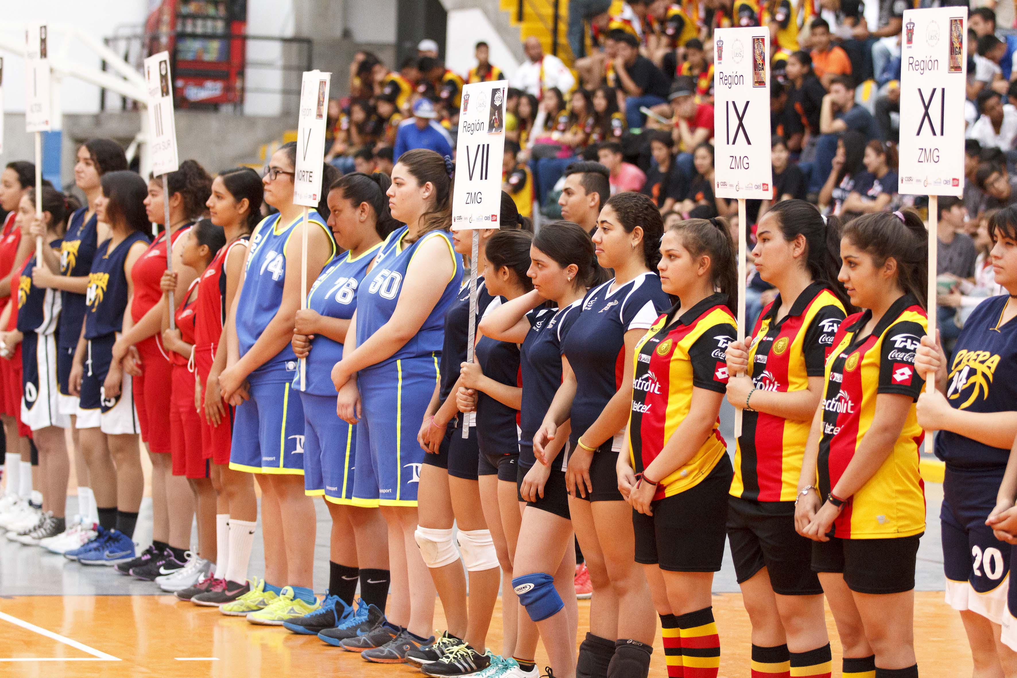 Estudiantes de la Liga Leones Negros.