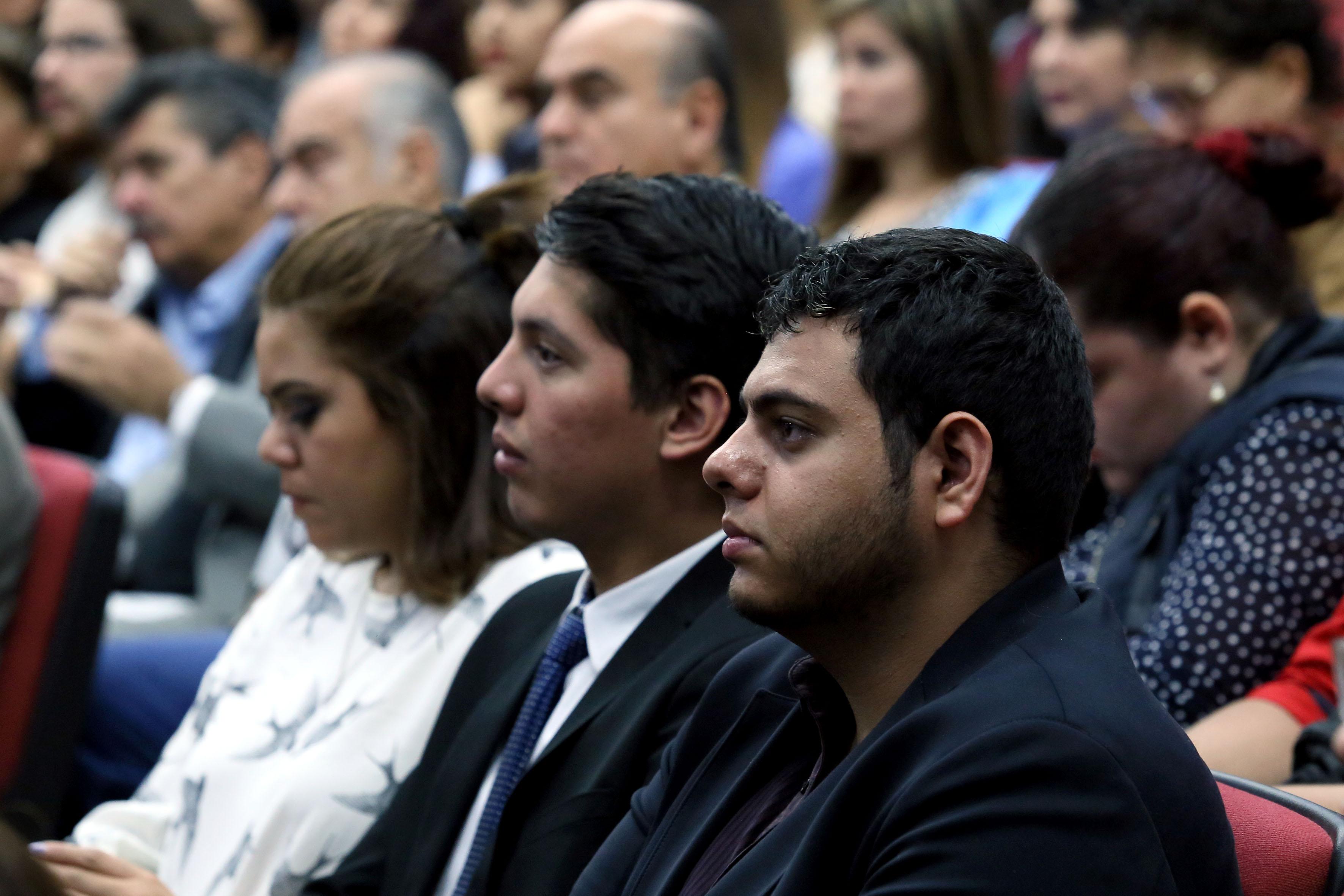 Publico asistente al informe de actividades 2016 del Dr. Héctor Raúl Solís Gadea
