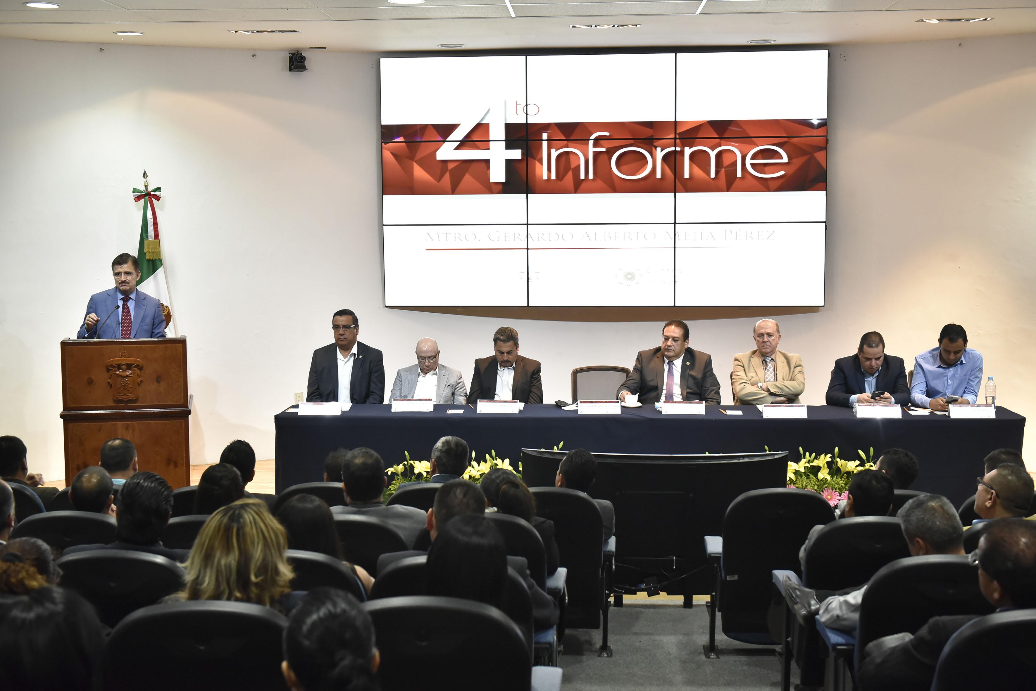 Maestro Itzcóatl Tonatiuh Bravo Padilla, Rector General de la Universidad de Guadalajara, participando en el Informe de actividades 2016, del Centro Universitario del Norte (CUNorte).