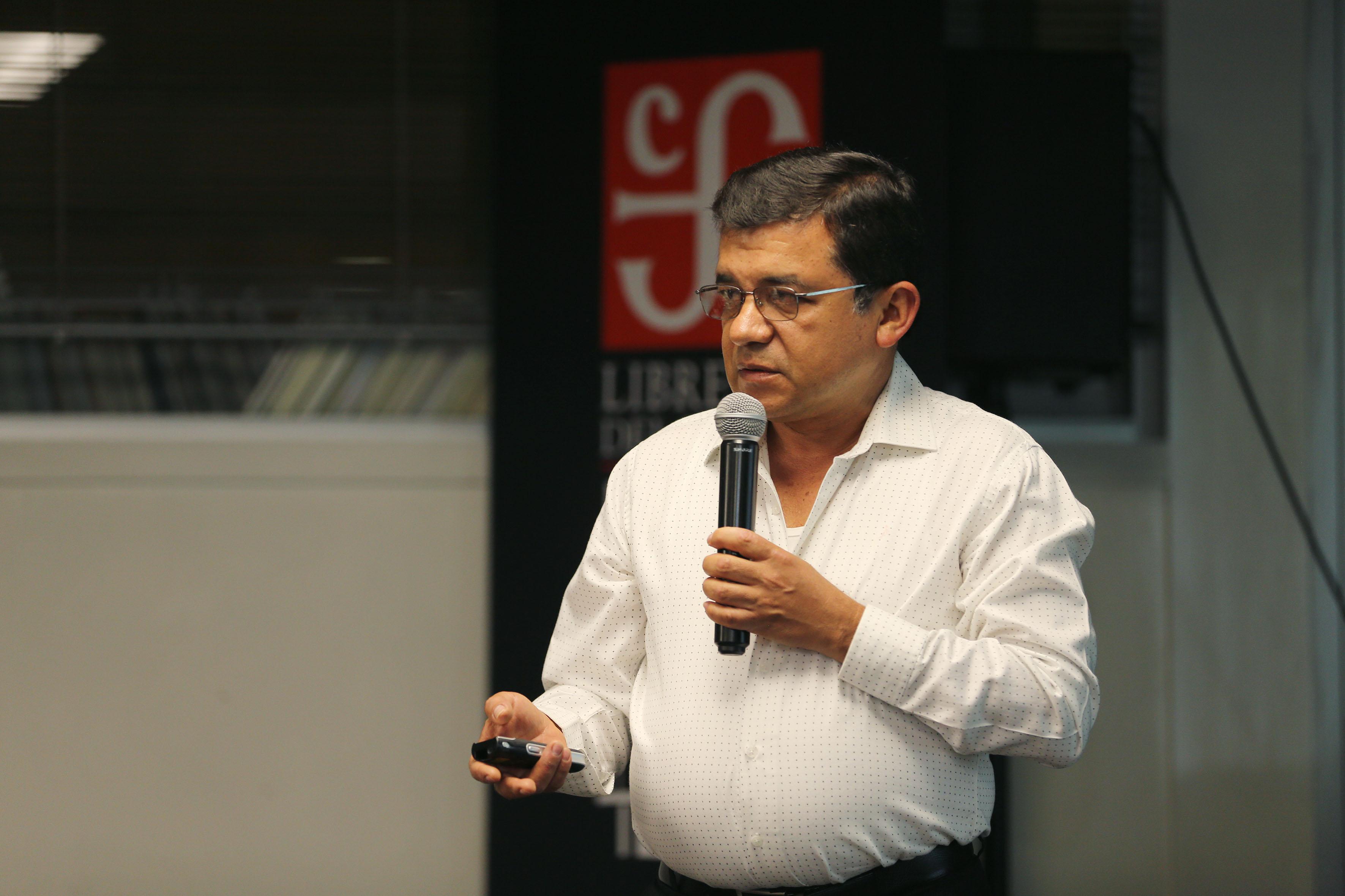 Dr. Mario Alberto Ramírez Herrera haciendo uso de la voz