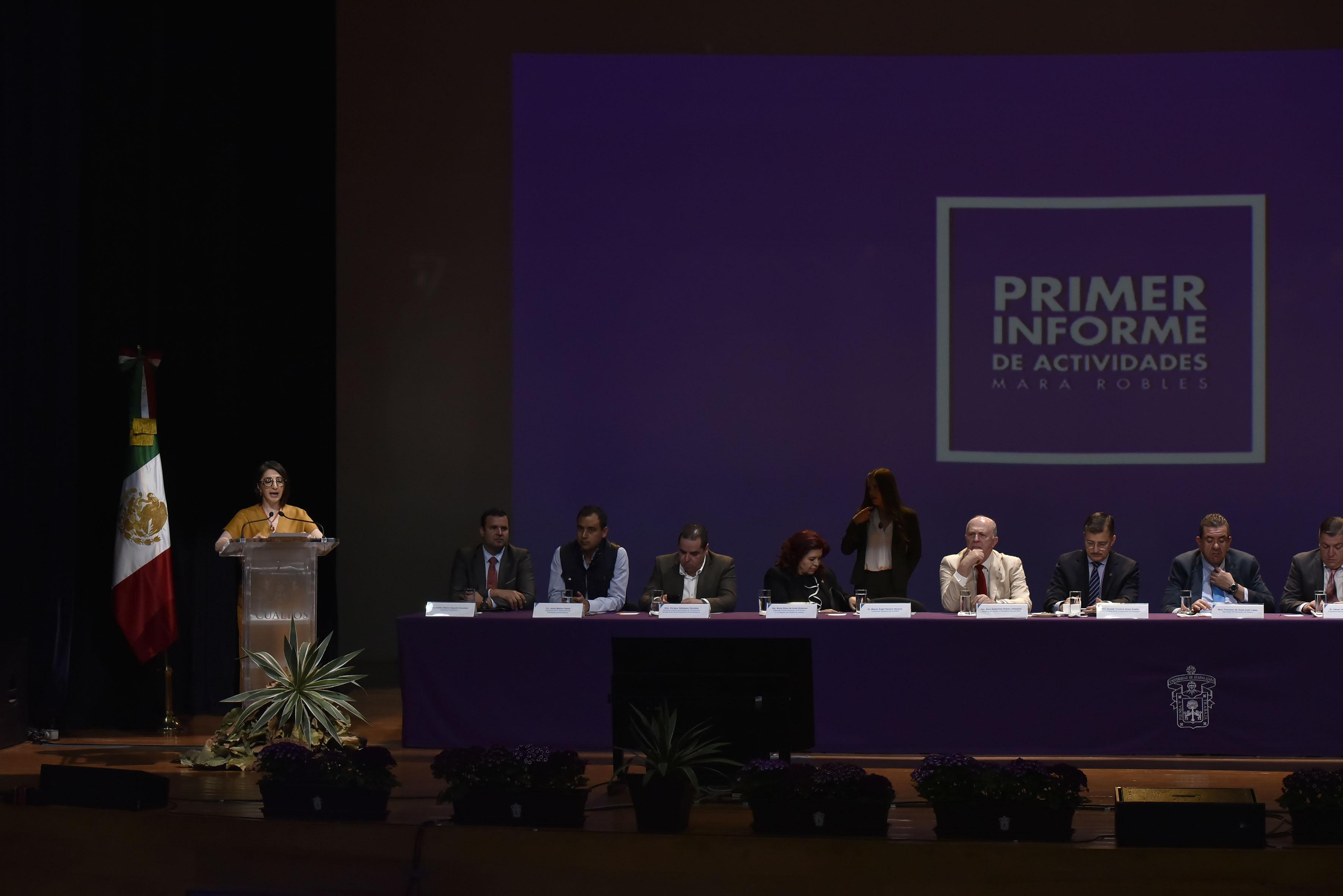La doctora Mara Robles Villaseñor, Rectora de CUALTOS, presentando su 4to. Informe de actividades.