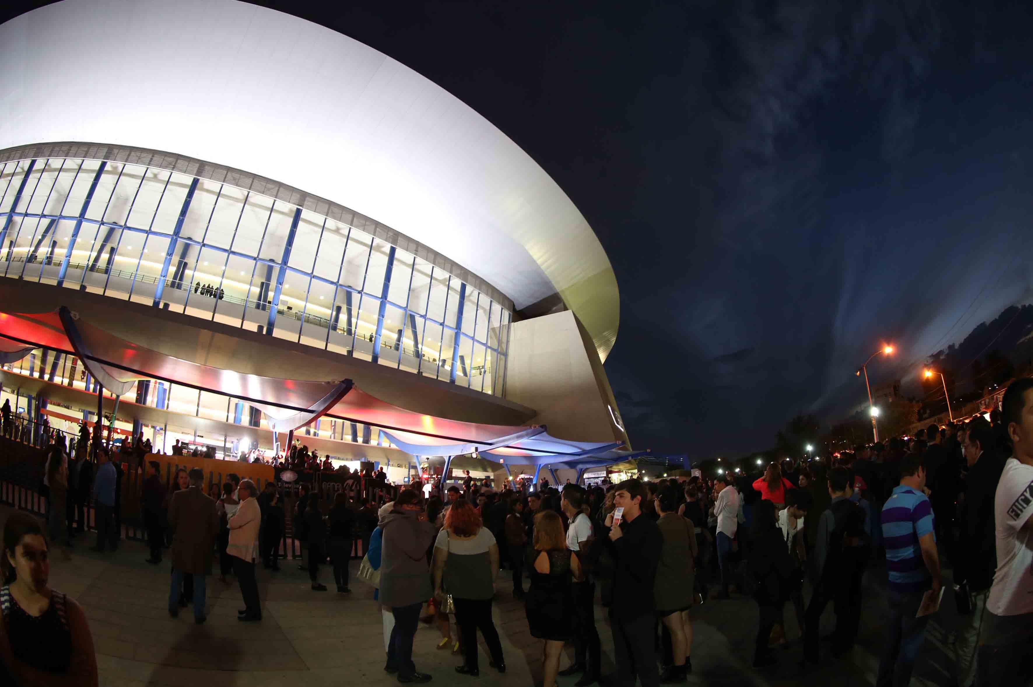 Fachada del Auditorio Telmex, durante la inauguración del Festival Internacional del Cine en Guadalajara, en su edición número 32.
