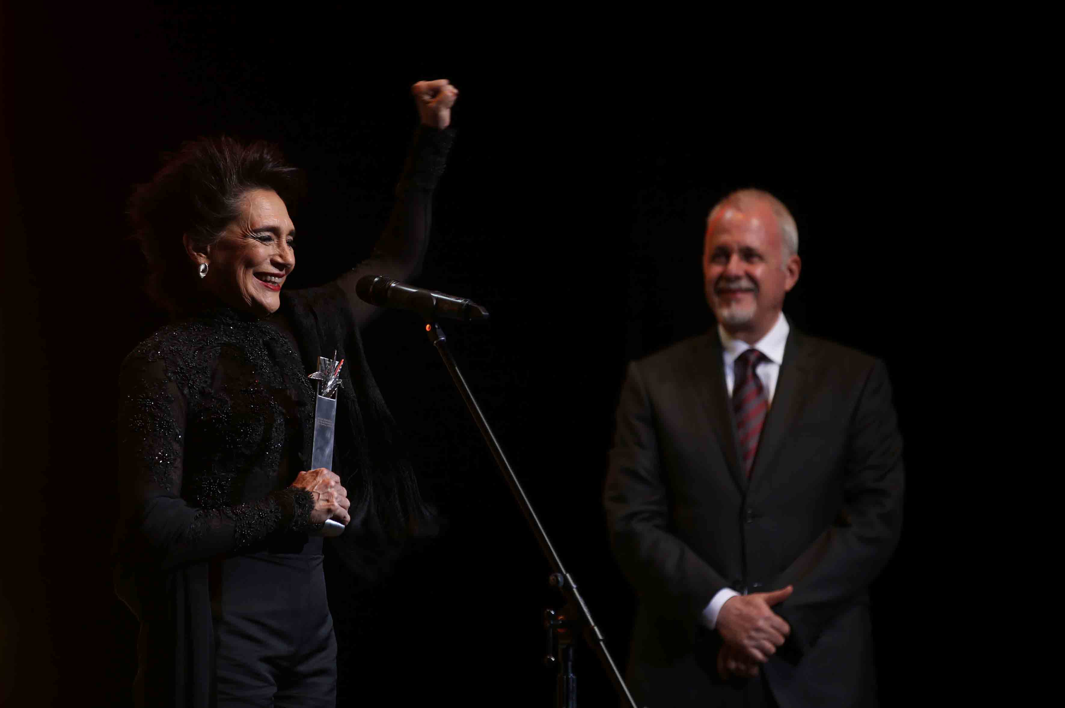 """Ofelia Medina, actriz, guionista, productora y activista social mexicana, haciendo uso de la palabra, posterior a la entrega de su premio """"Mayahuel de Plata""""."""