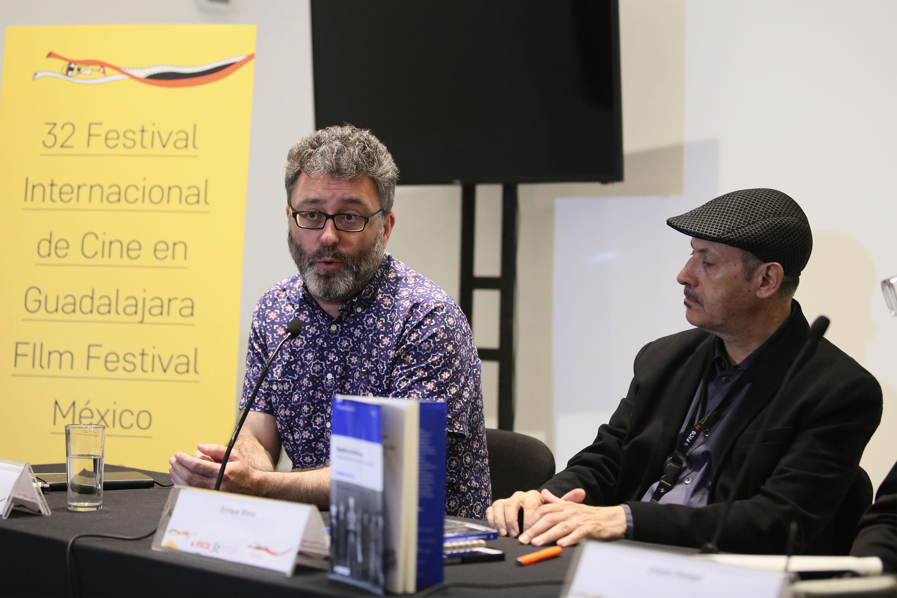 Periodista Enrique Blanc, en presentación del libro Sueños eléctricos