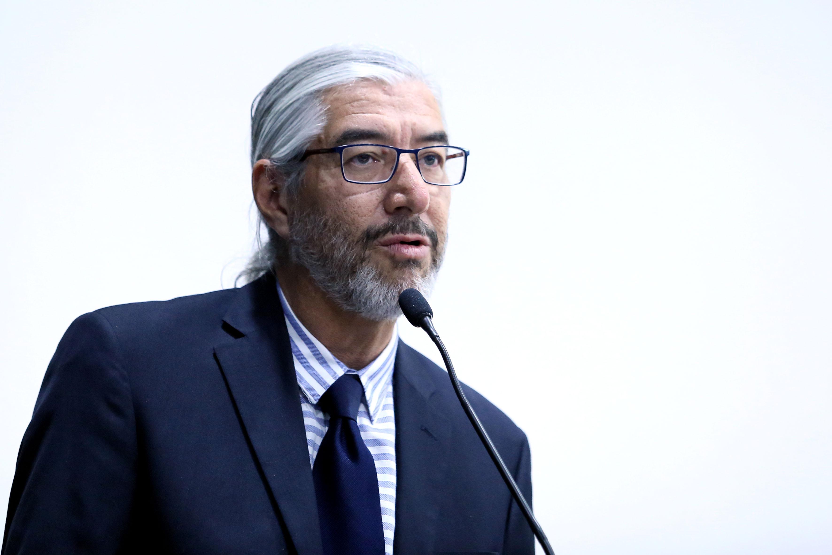 Dr. Francisco Hernández Lomelí, profesor investigador, en representación del jefe del DECS, doctor Guillermo Orozco Gómez.