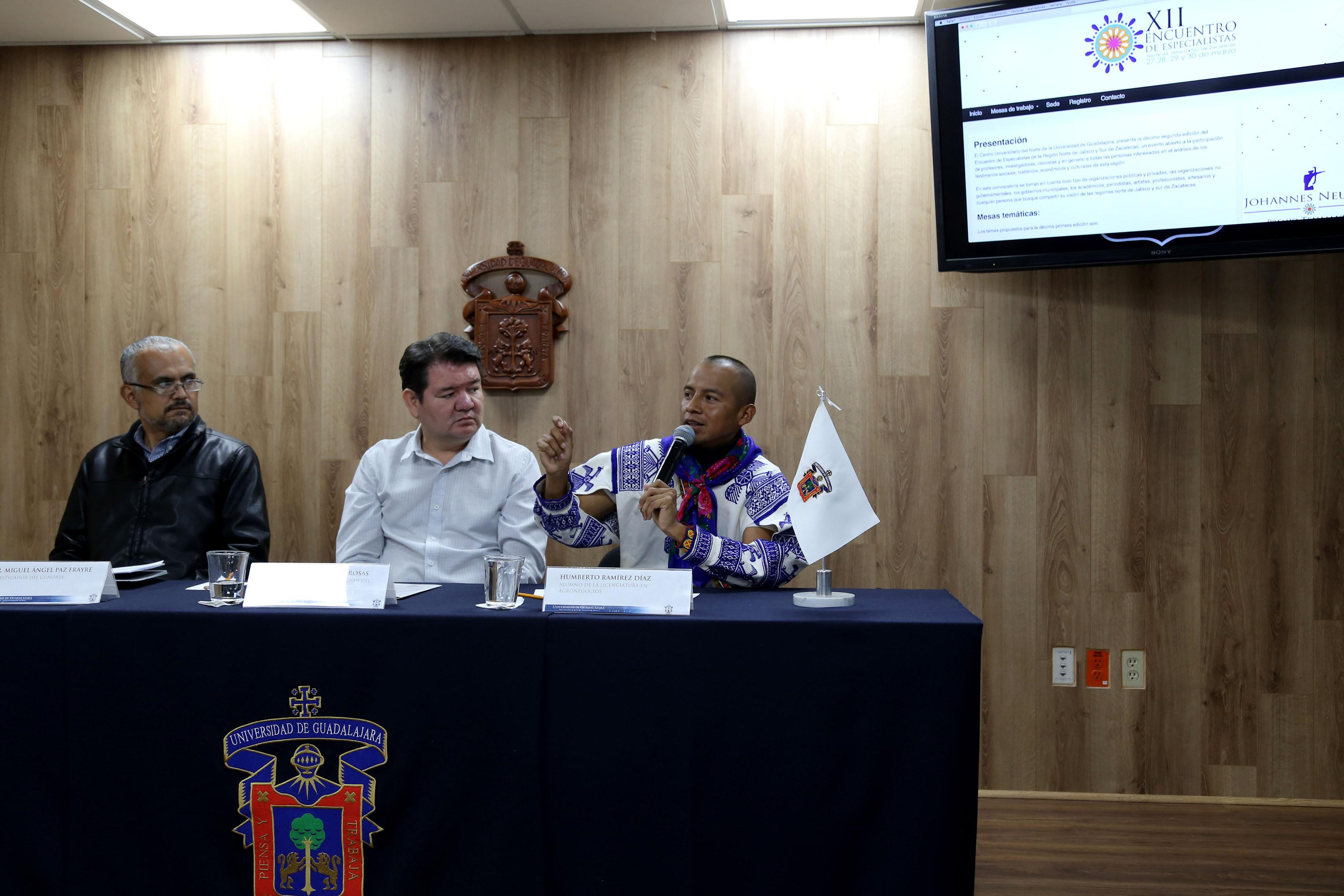 Humberto Ramírez Díaz, estudiante de la licenciatura en Agronegocios hacendo uso de la voz
