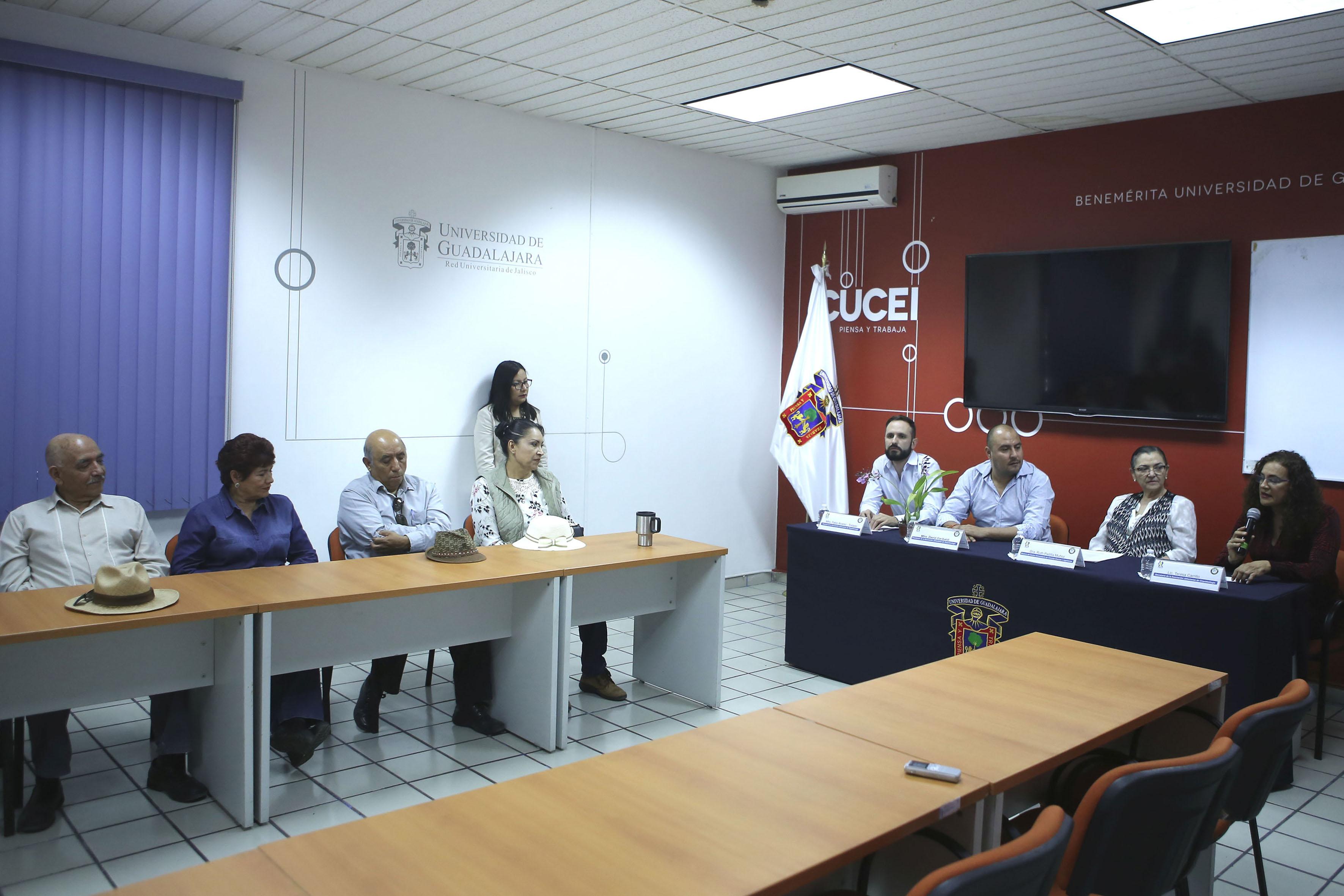 Vista panorámica de la charla llevada acabo en instalaciones del CUCEI, donde participaron representantes del centro universitario y de la Asociación Jalisciense de Orquideología.