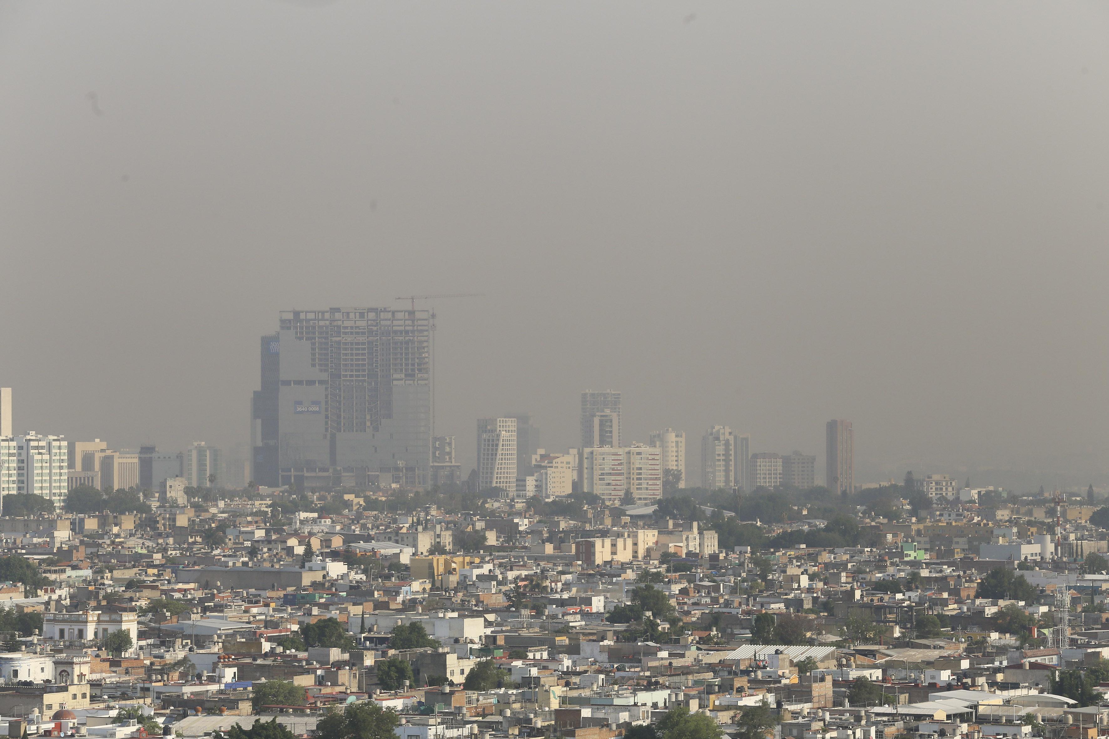 Vista panorámica de los cielos contaminados  de Guadalajara, hacia la zona norte poniente.