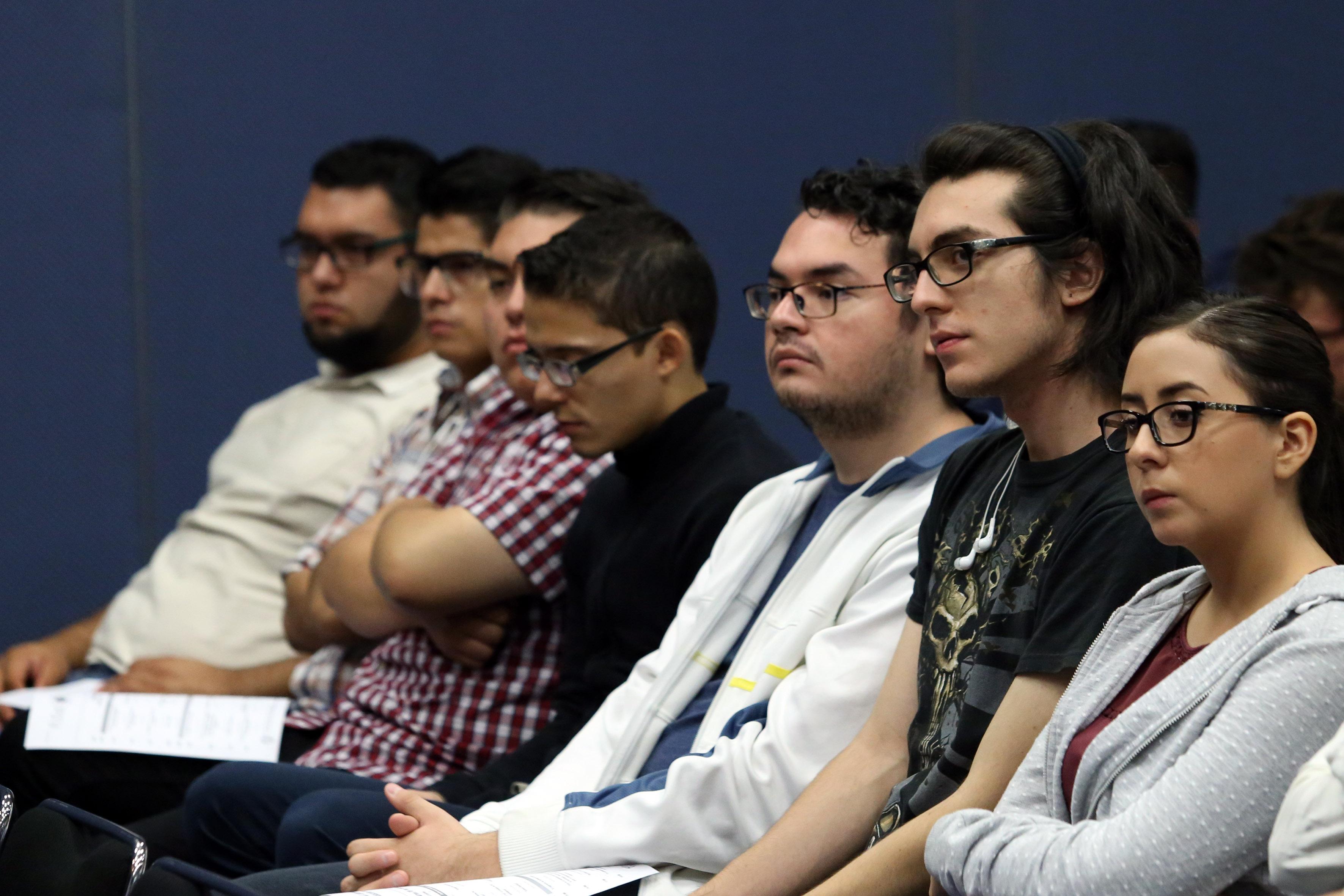 Estudiantes asistentes a la inaguración del Festival Latinoamericano de Instalación de Software Libre.