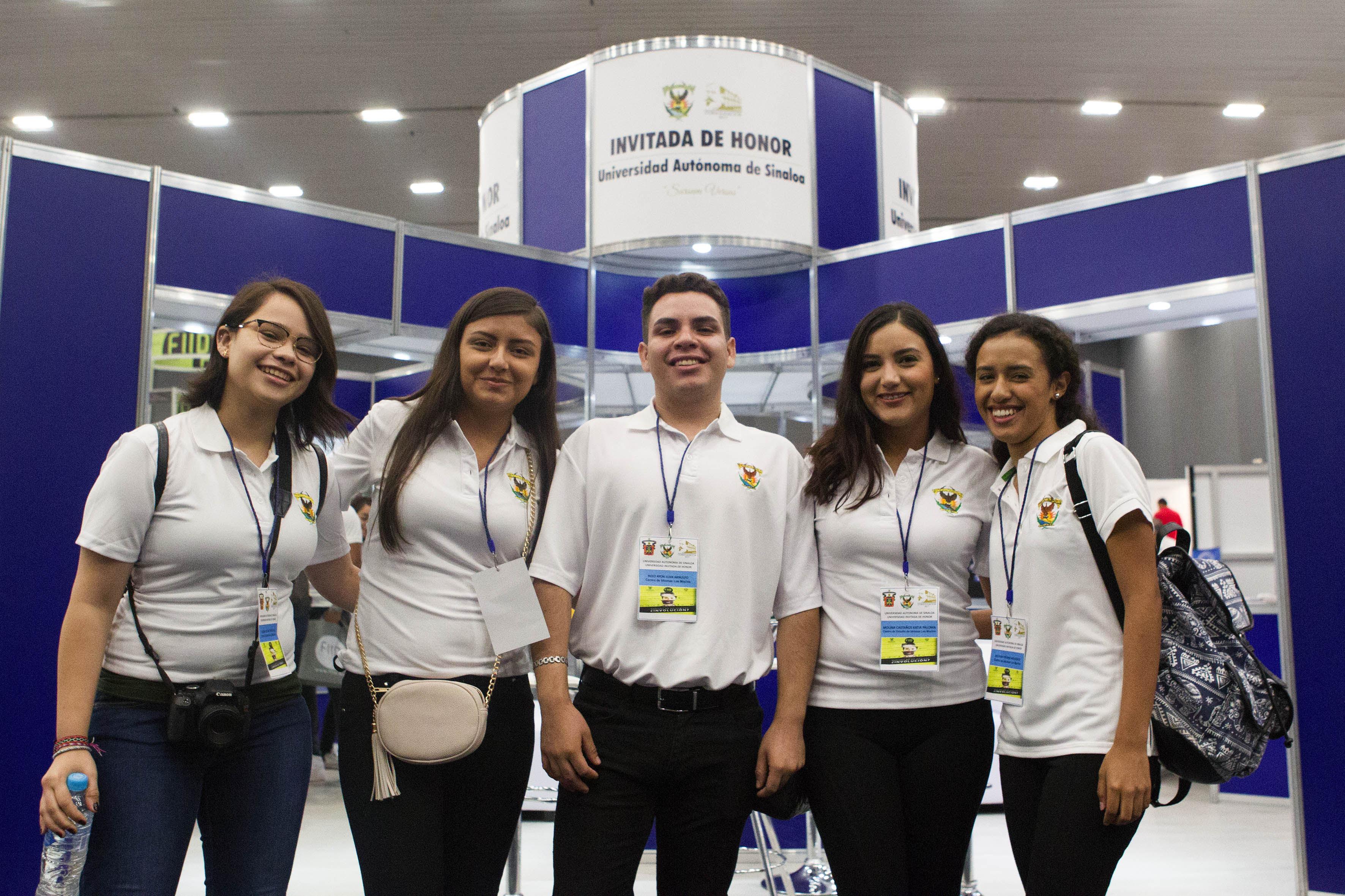 Publico asistente a la inauguración de la XXII Feria Internacional de Idiomas (FIID) en Expo Guadalajara.